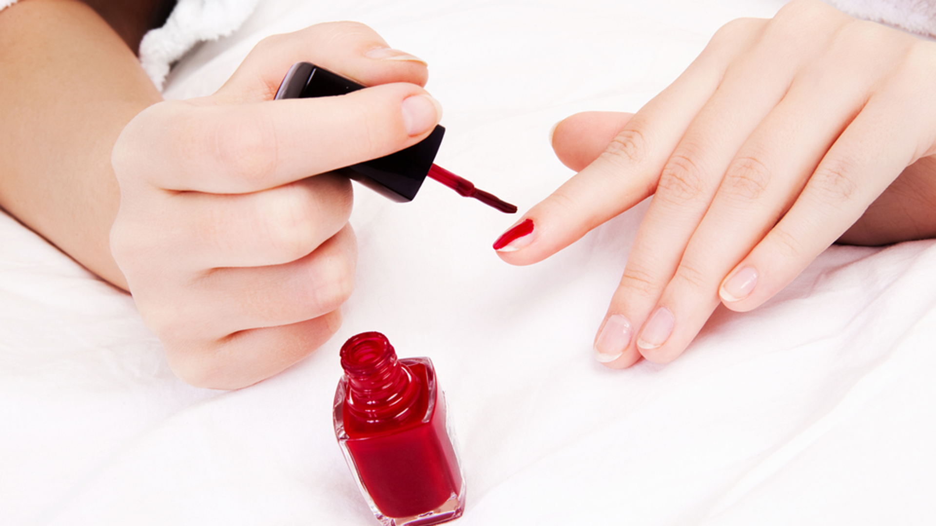 Nail salon expose how to get an at home manicure solutioingenieria Image collections