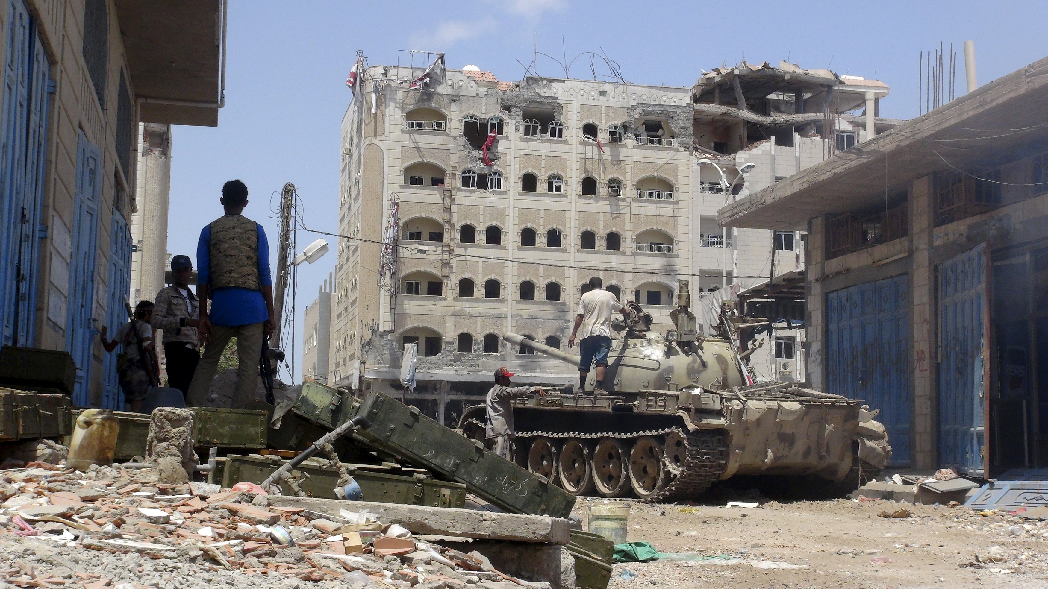 bombing is back airstrikes resume as yemen truce ends