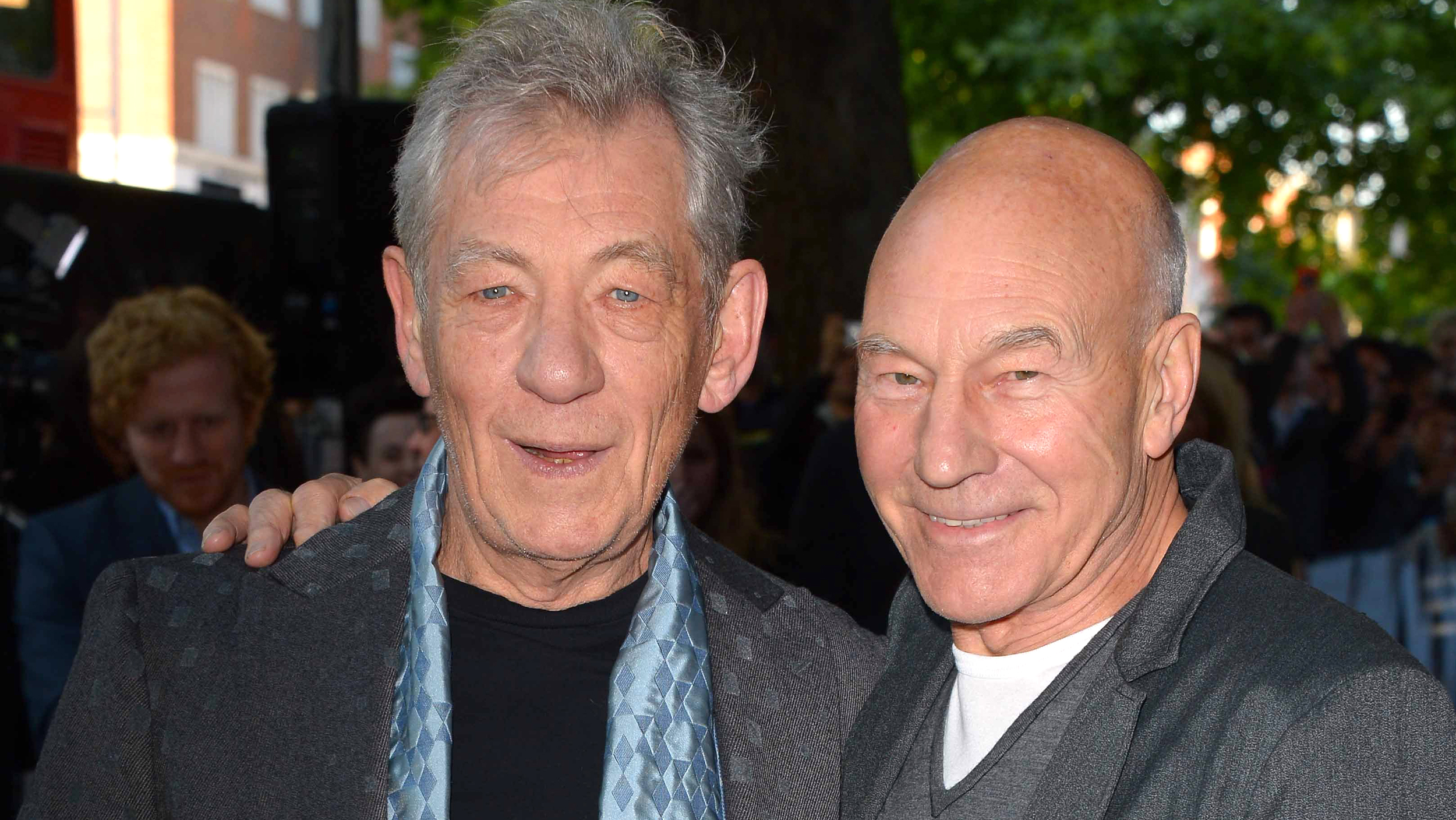 Sir Ian McKellen and Sir Patrick Stewart share a kiss at ... |Ian Mckellen Patrick Stewart Kiss