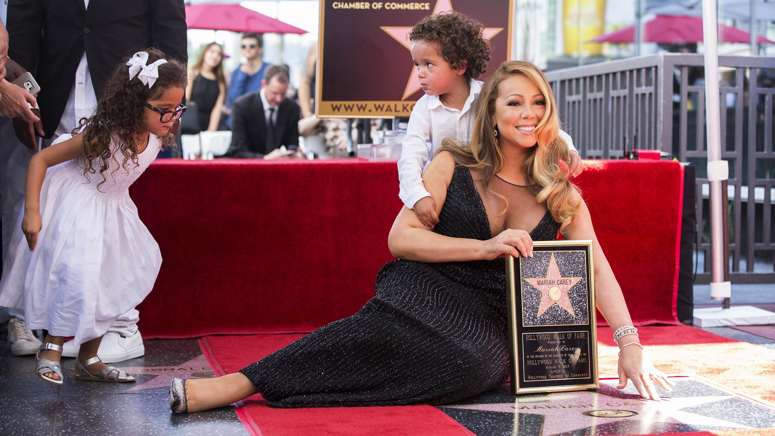 Mariah Carey's twins steal the show during Hollywood Walk ... Mariah Carey Performance