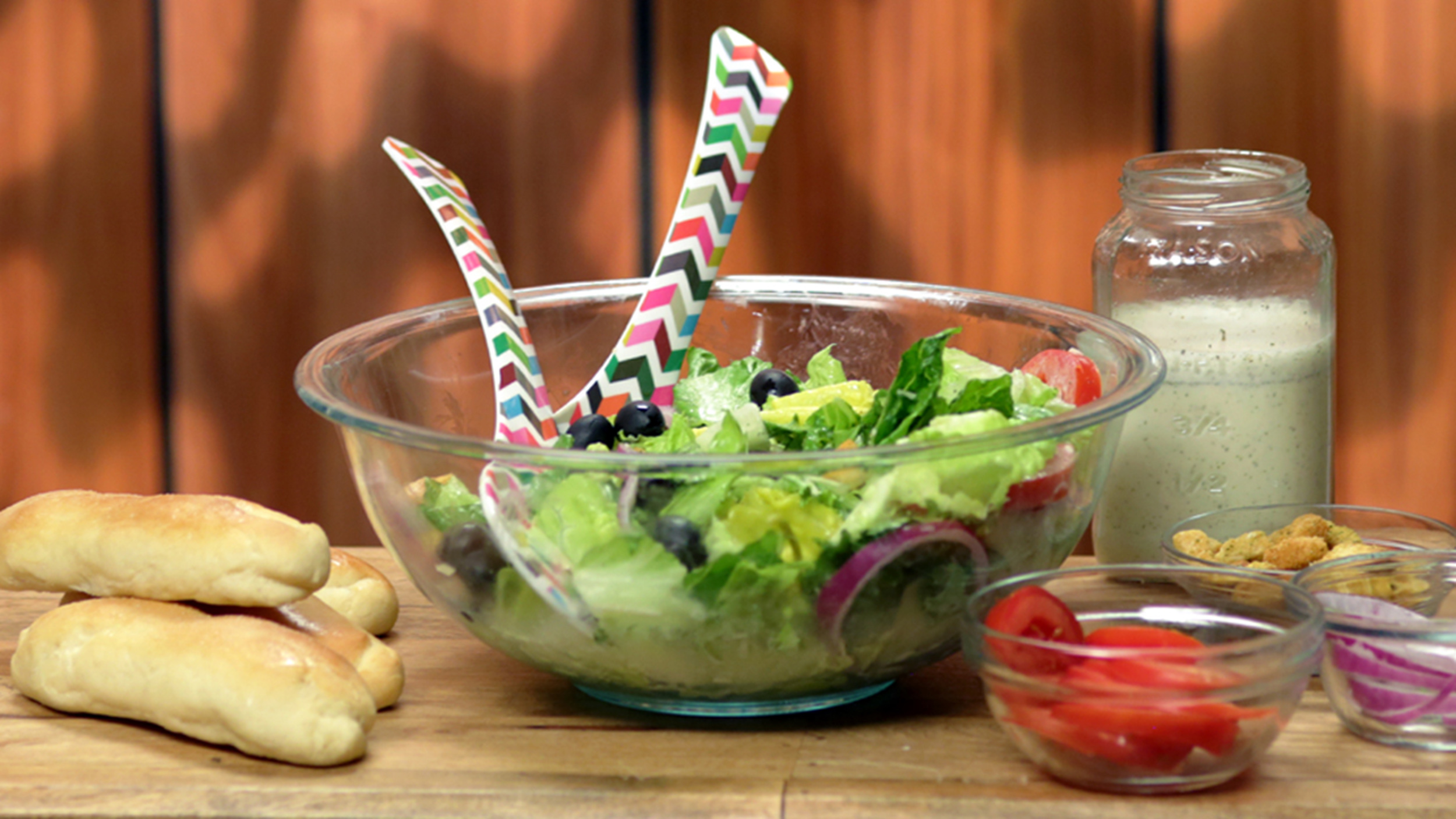 Make These Olive Garden Style Salad And Breadsticks At Home