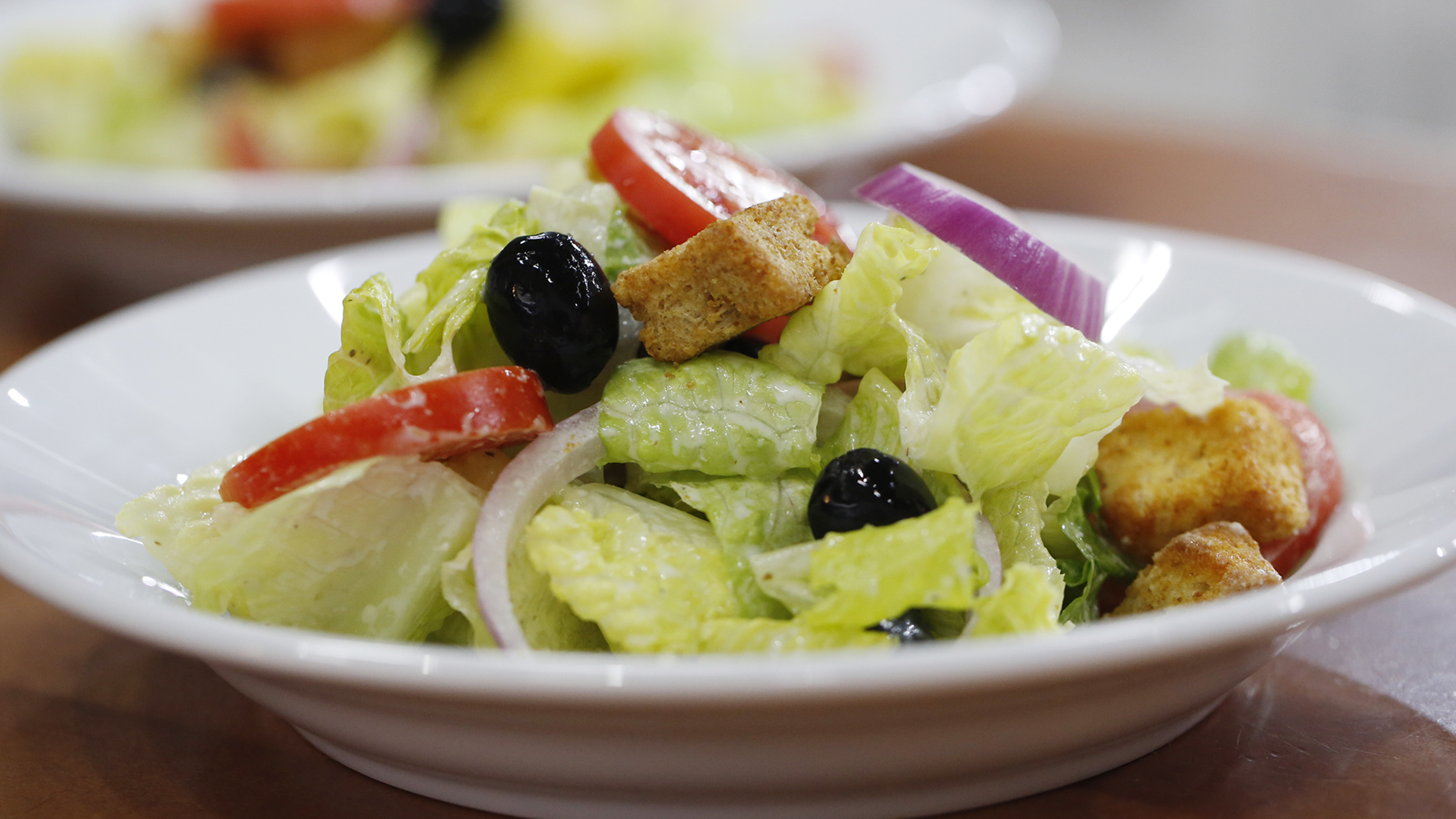Olive garden style salad with creamy italian dressing for Olive garden salad dressing ingredients