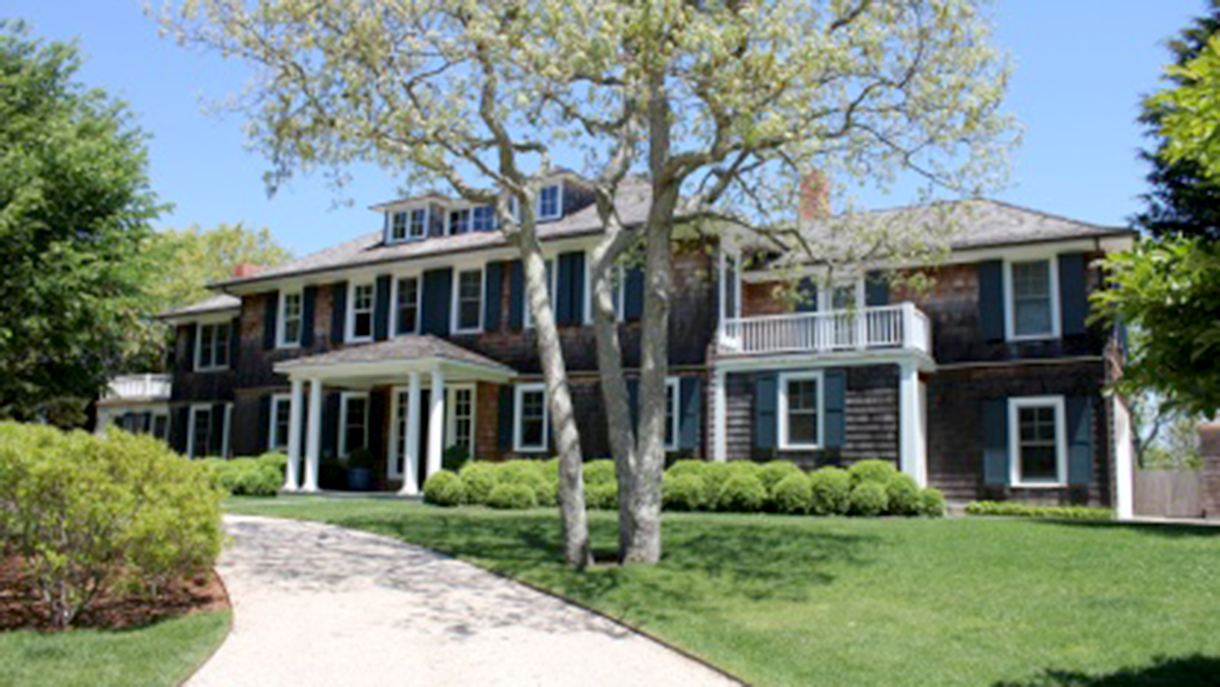Look Inside Hillary Clinton Rents Waterfront Hamptons