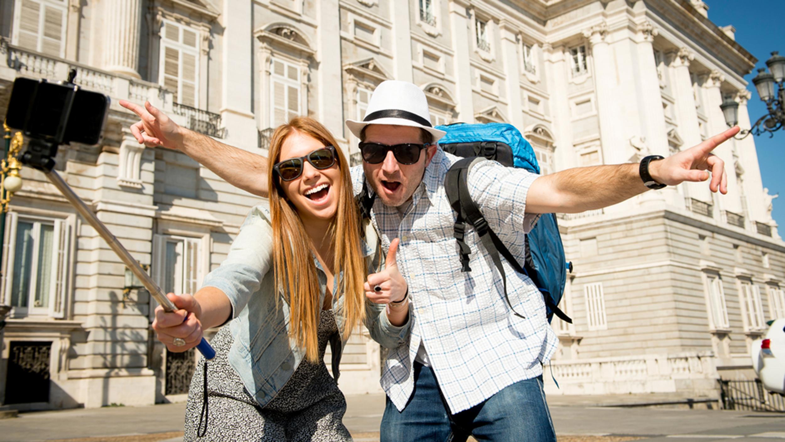 Selfie Stick Etiquette 6 Tips For Taking Great Shots