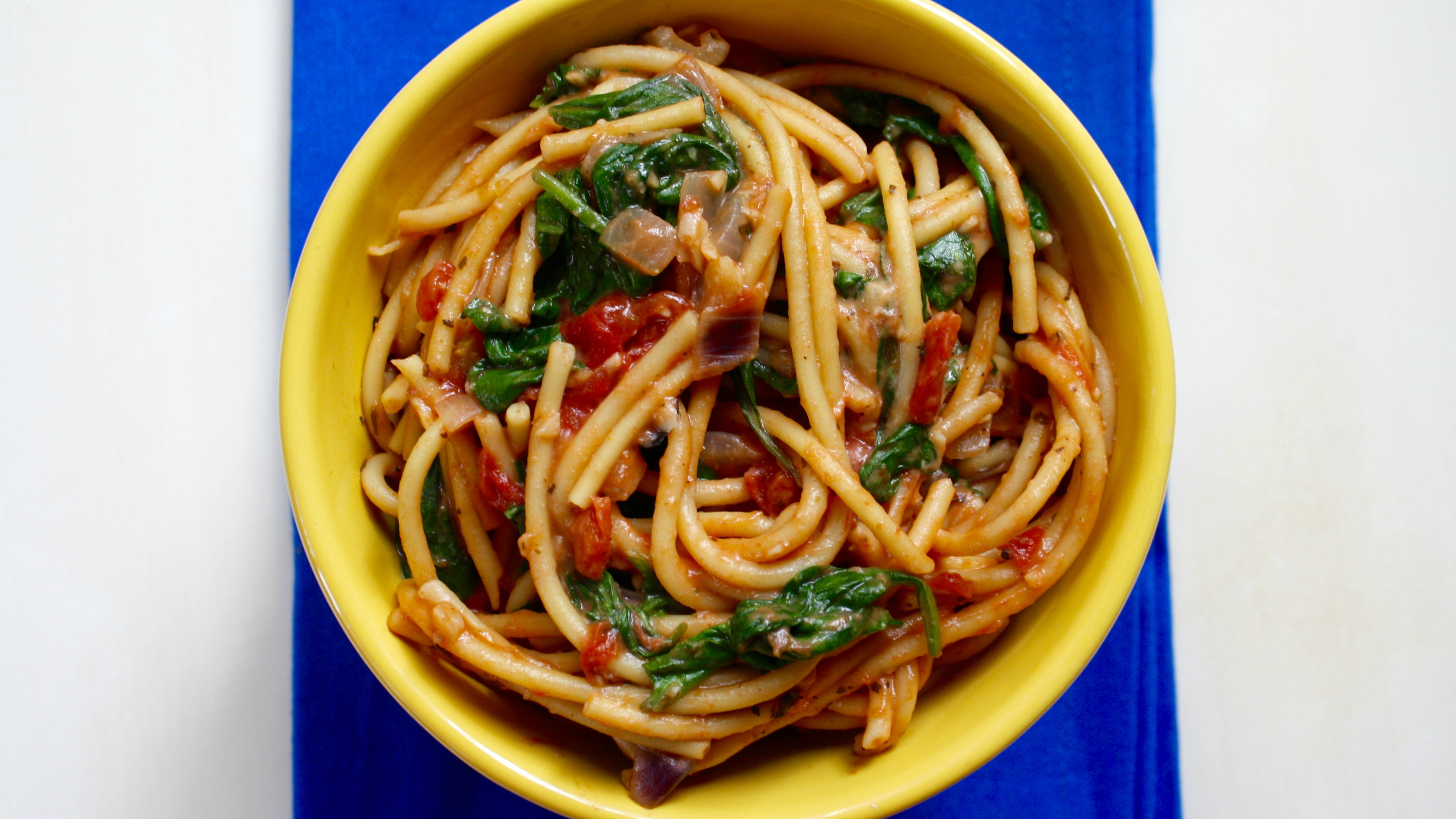 onepot pasta with spinach basil and tomatoes todaycom