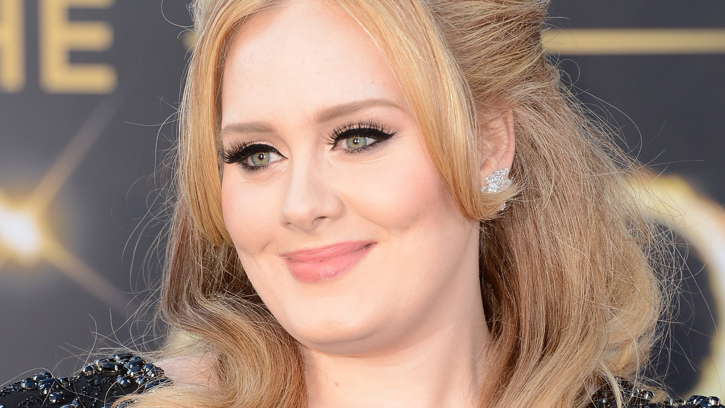 Adele Returns, Greets Fans With New Song 'Hello'
