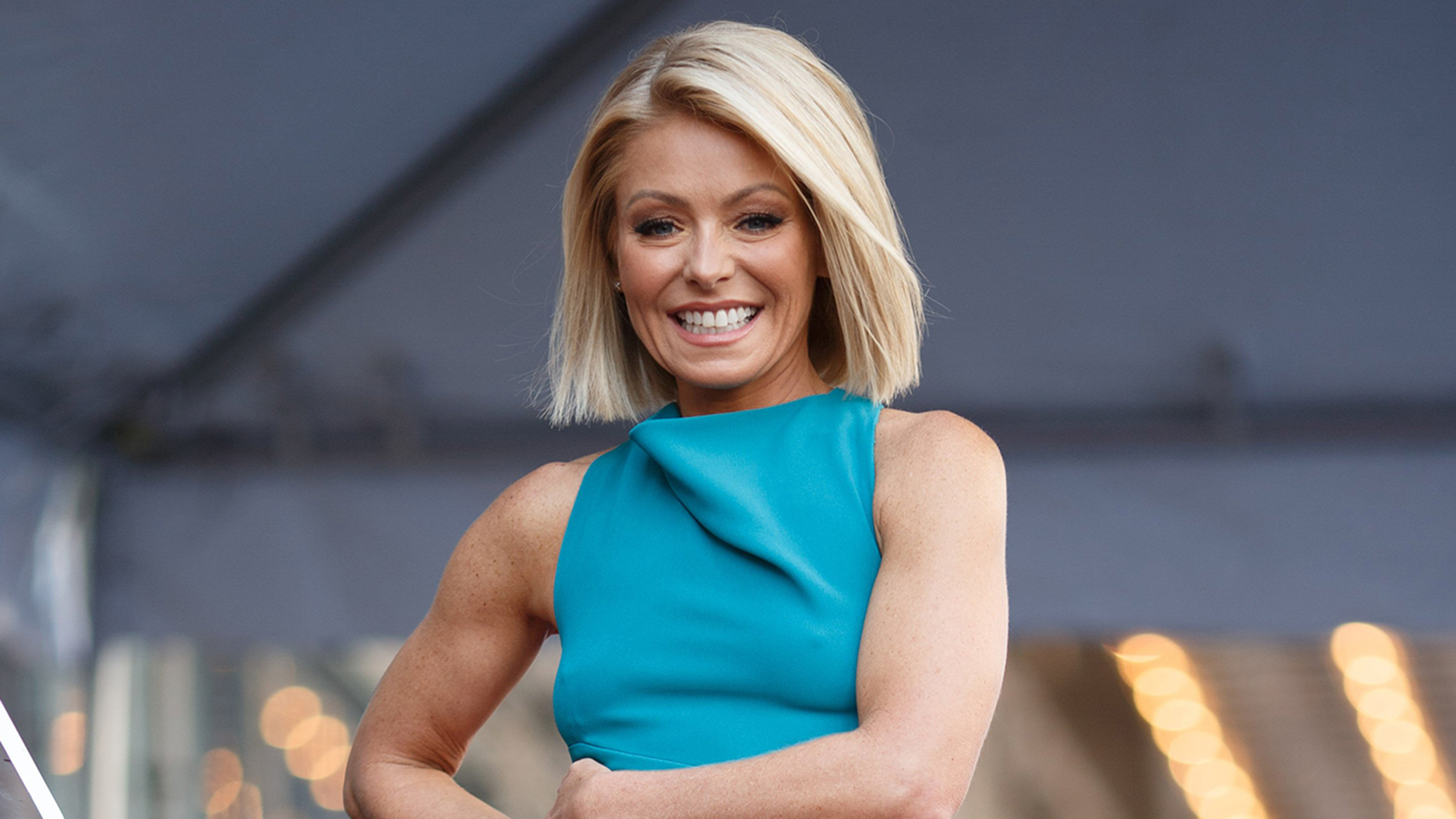 Kelly Ripa earned a 20 million dollar salary, leaving the net worth at 75 million in 2017