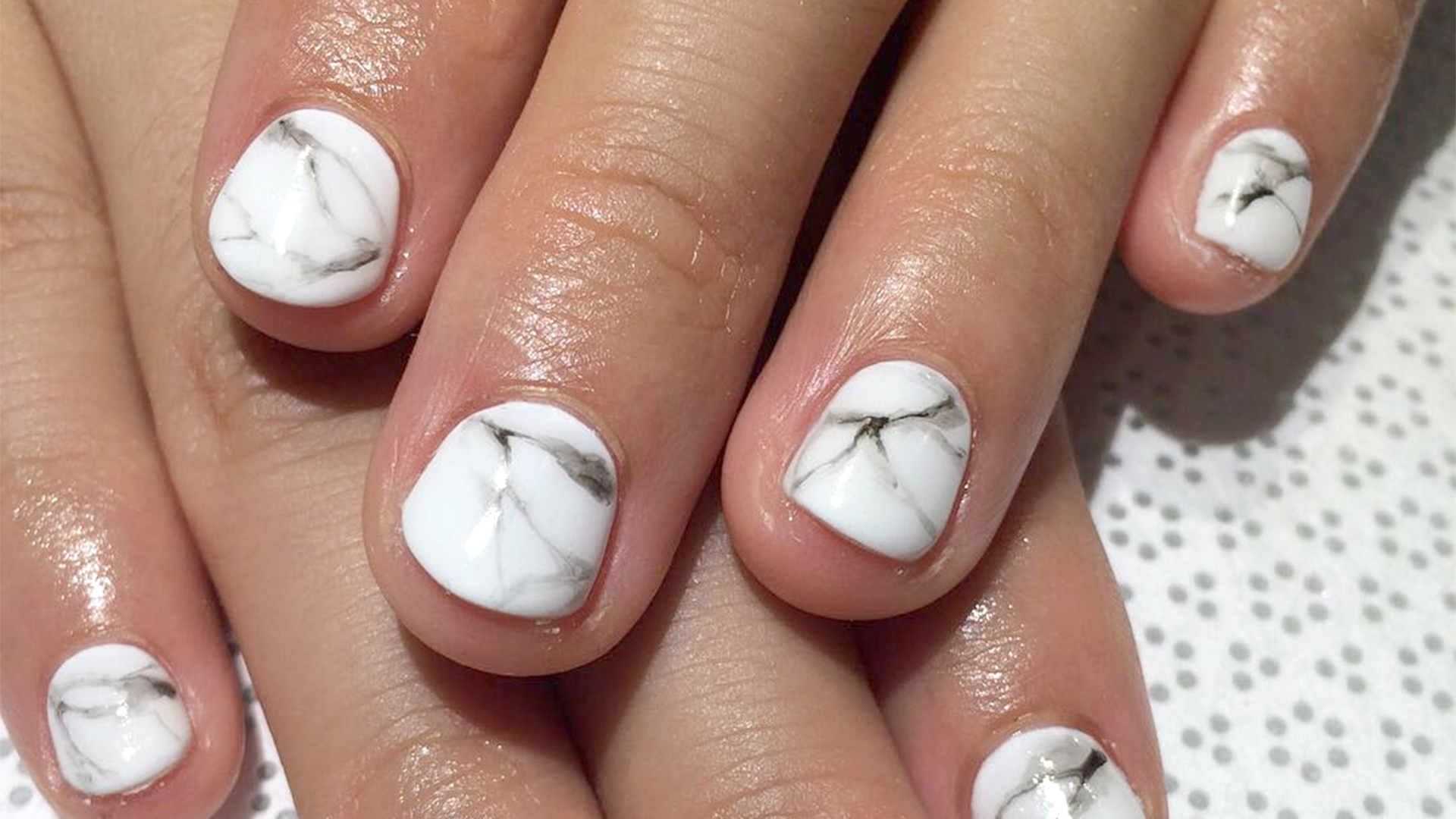 Marble nails how to get the manicure trend in 5 steps solutioingenieria Image collections