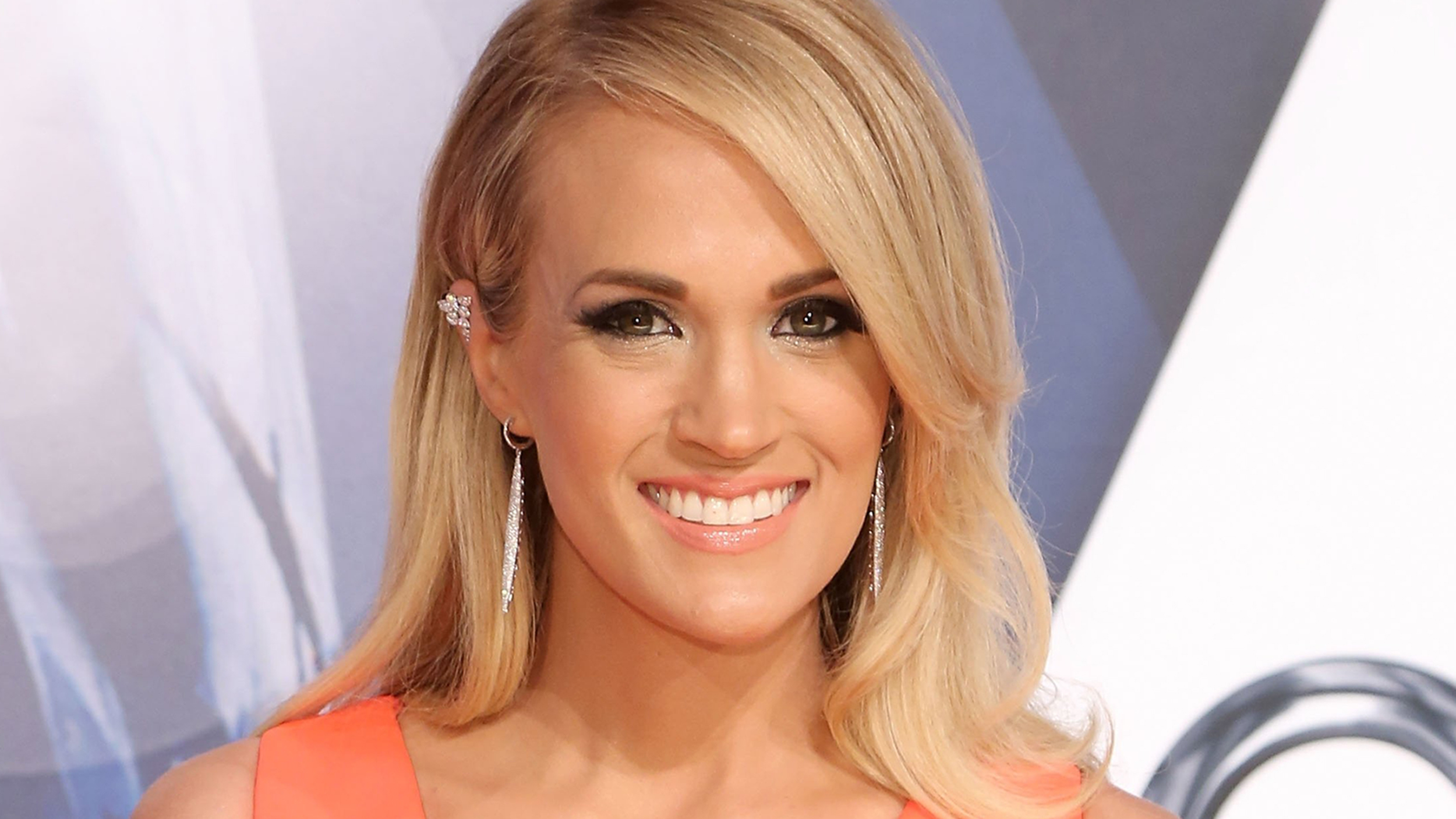 Carrie Underwood Gets Sweet Slobbery Baby Kisses Cute Instagram Video ...