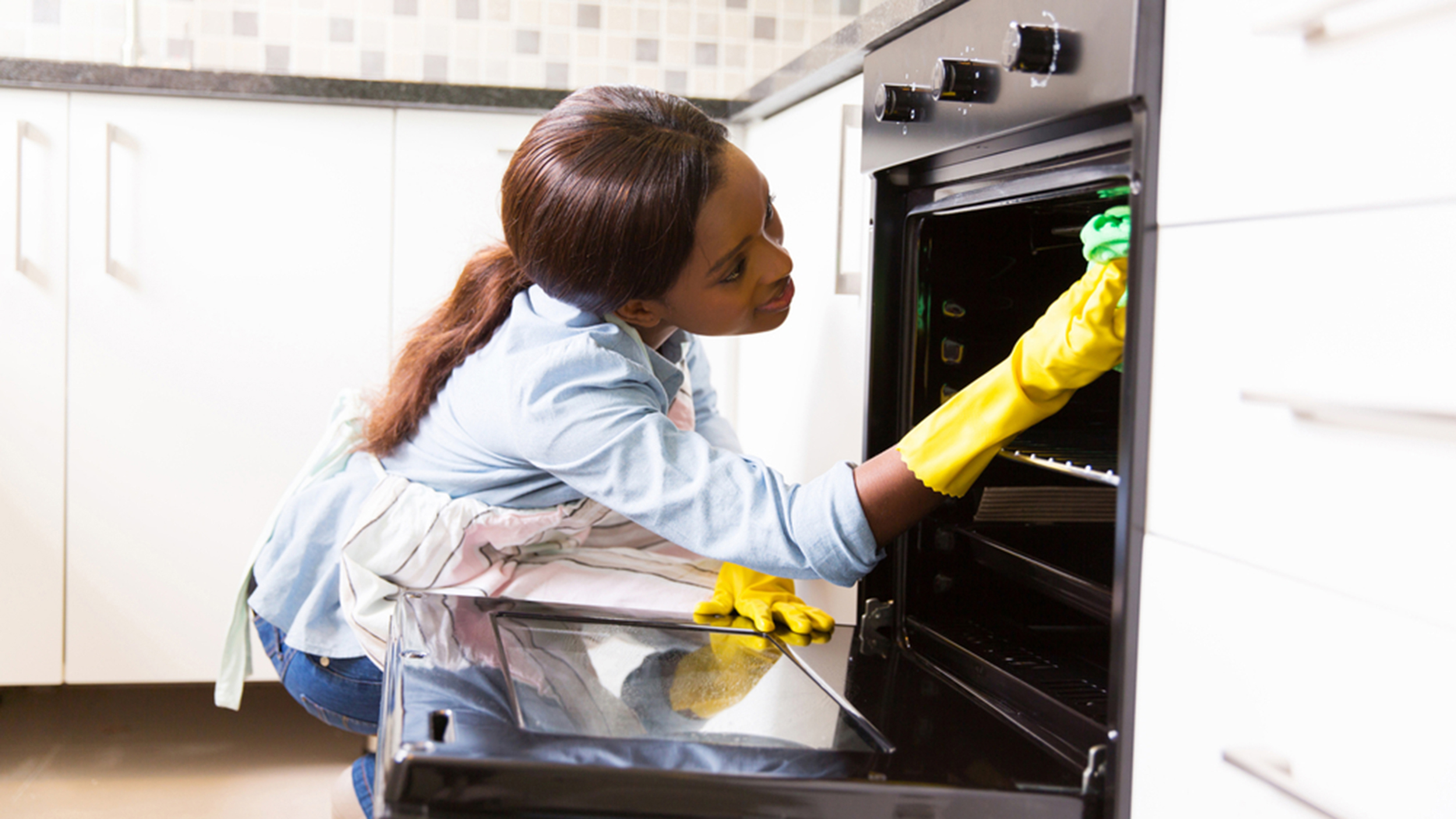 how to clean an oven with bleach