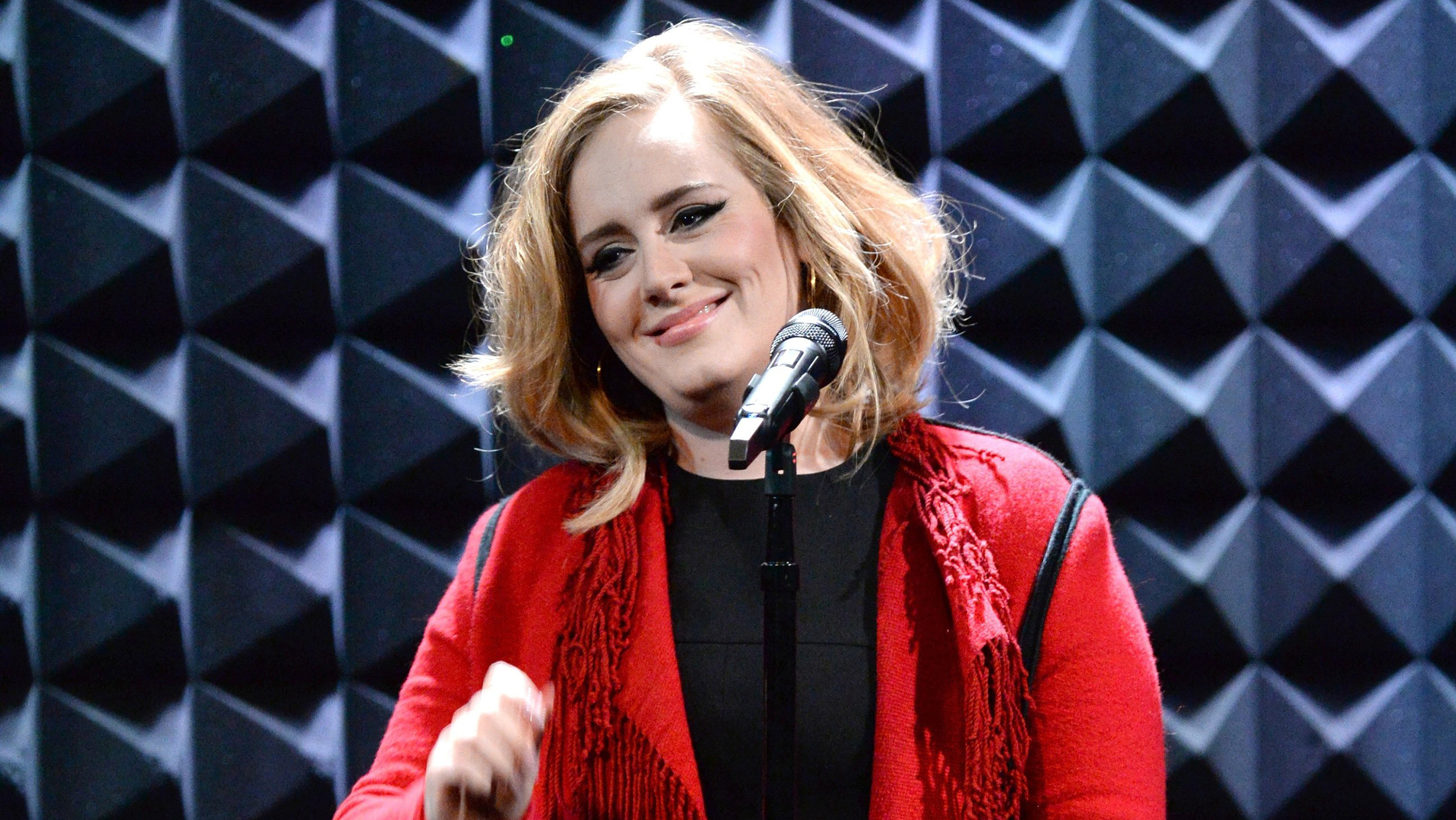 Adele Posts Reaction To 'SNL' Sketch Spoofing 'Hello