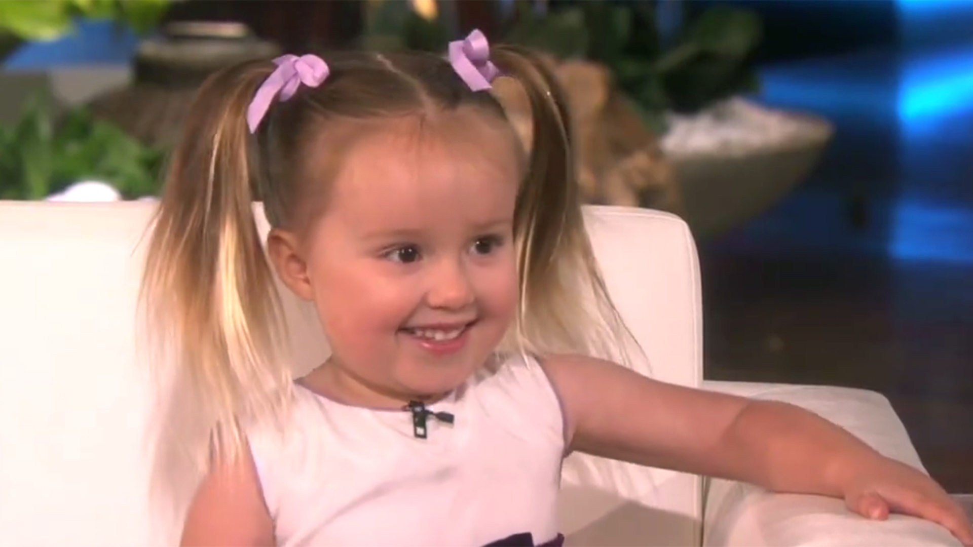 Little girl recalls periodic table elements for ellen for Periodic table 6 year old