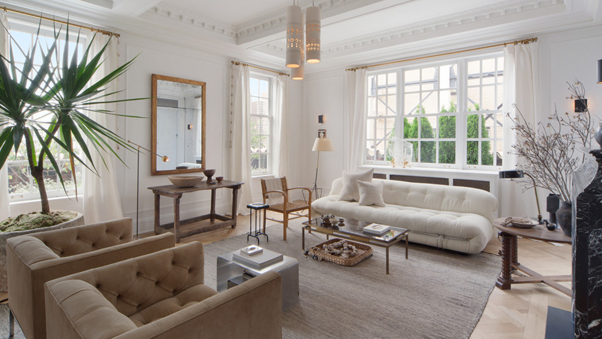 Nate berkus and jeremiah brent list chic manhattan for Living room today