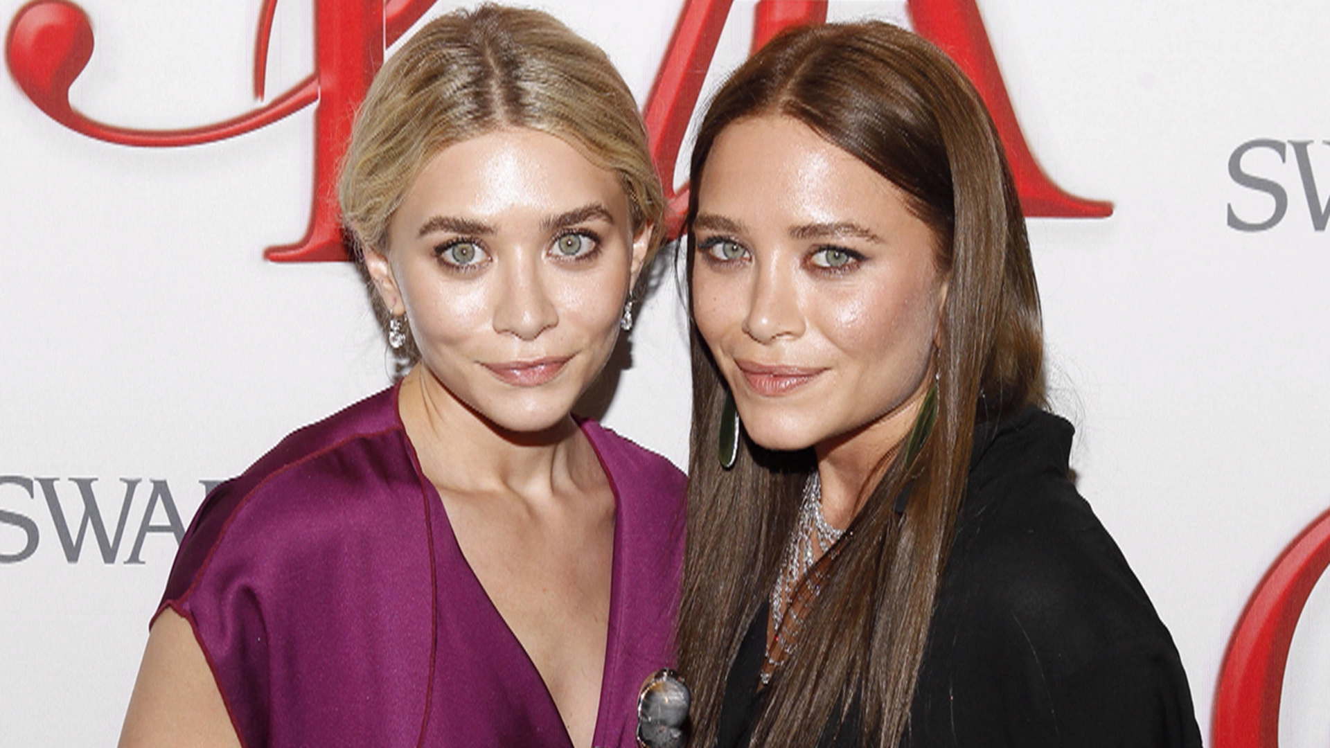 Fuller House cast has given up on ting the Olsen twins to
