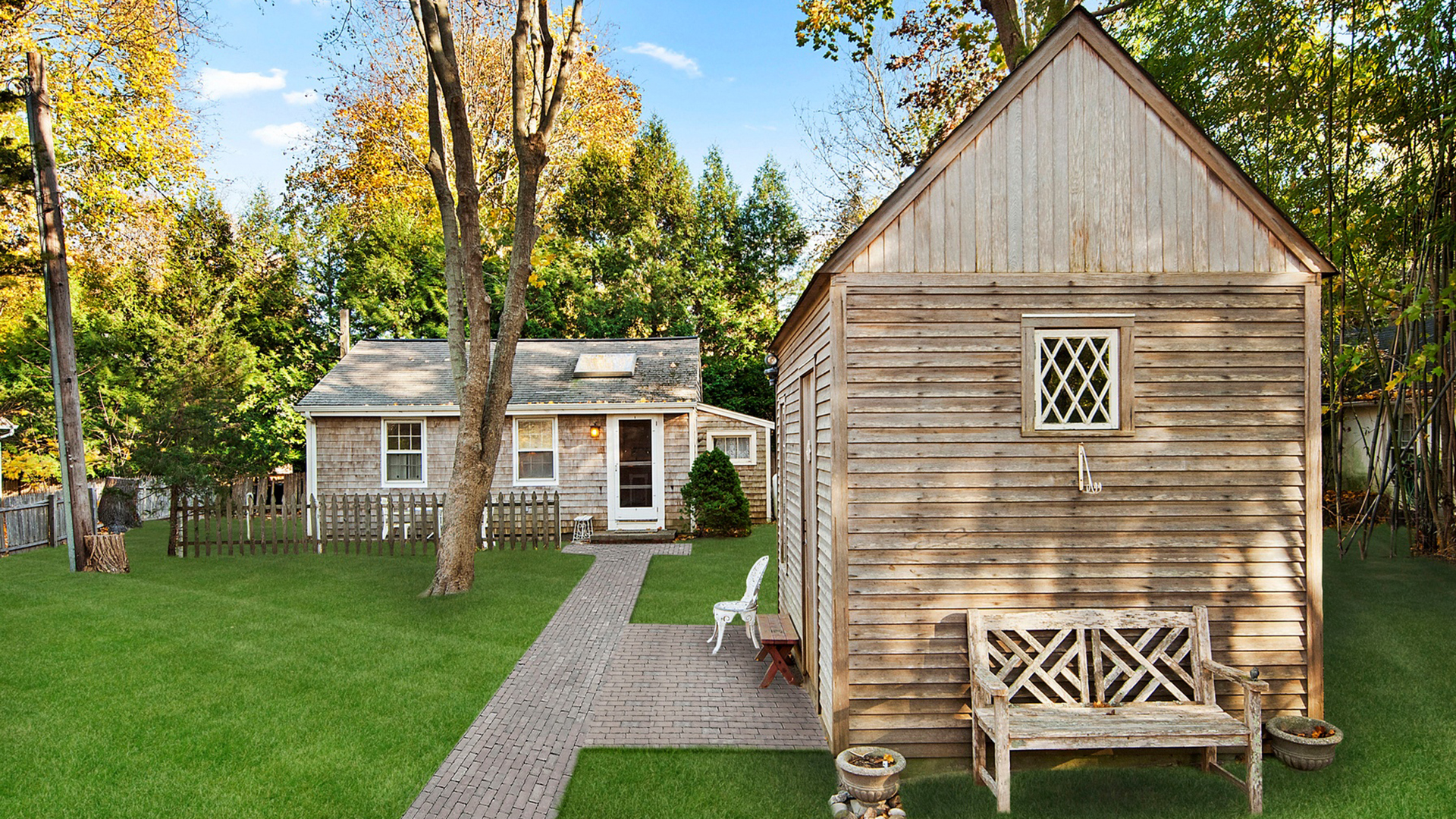 See why this small home is on the market for half a for Tiny house zillow