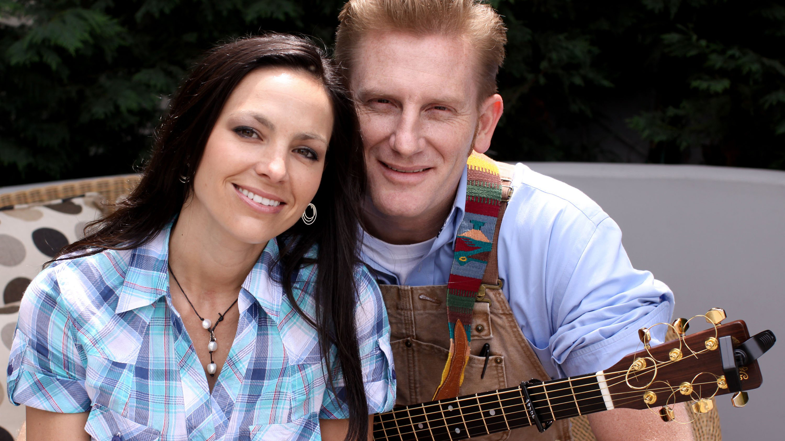 Joey Feek smiles while playing with daughter Indiana in uplifting photo