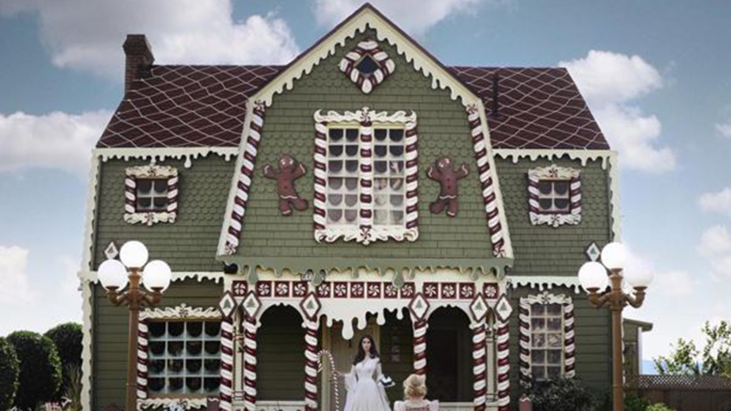 Artist turns parents 39 home into gingerbread house from - Hansel home ...