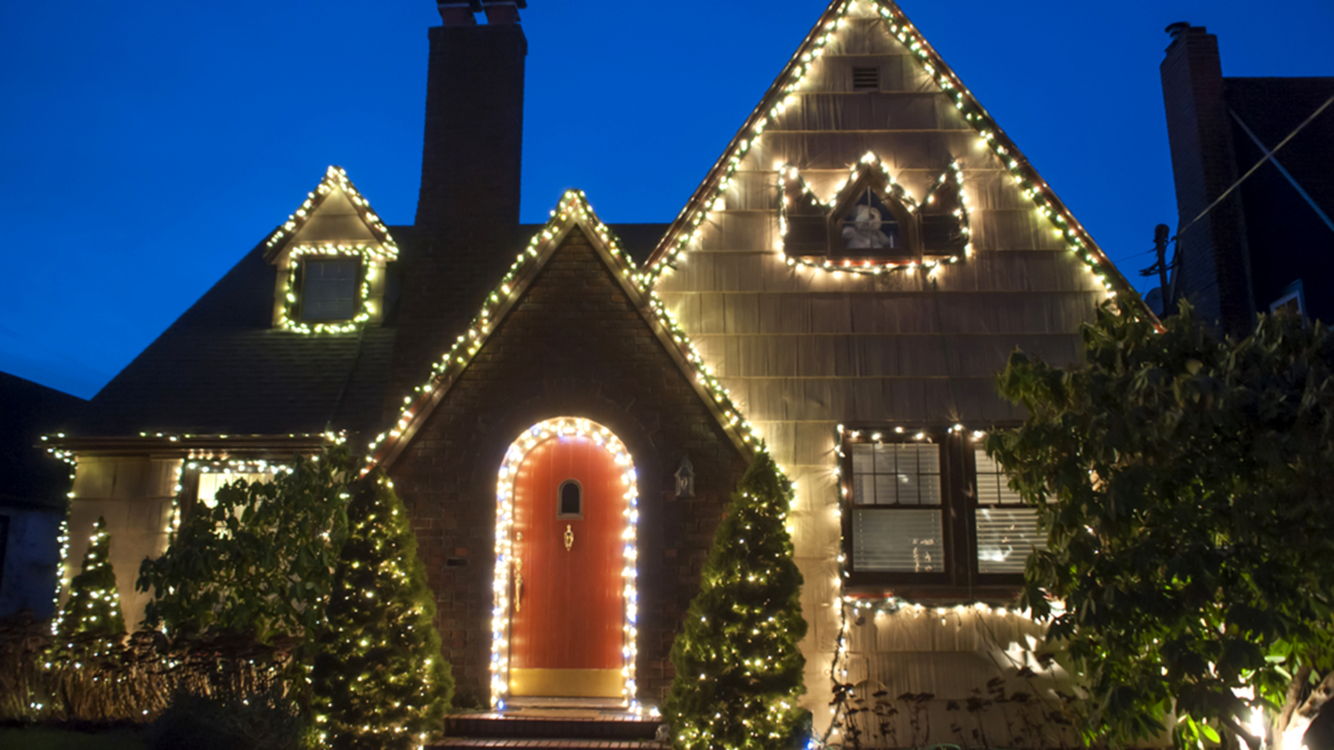 How Can I Avoid Blowing A Fuse With Christmas Lights Answers To Your Home Questions