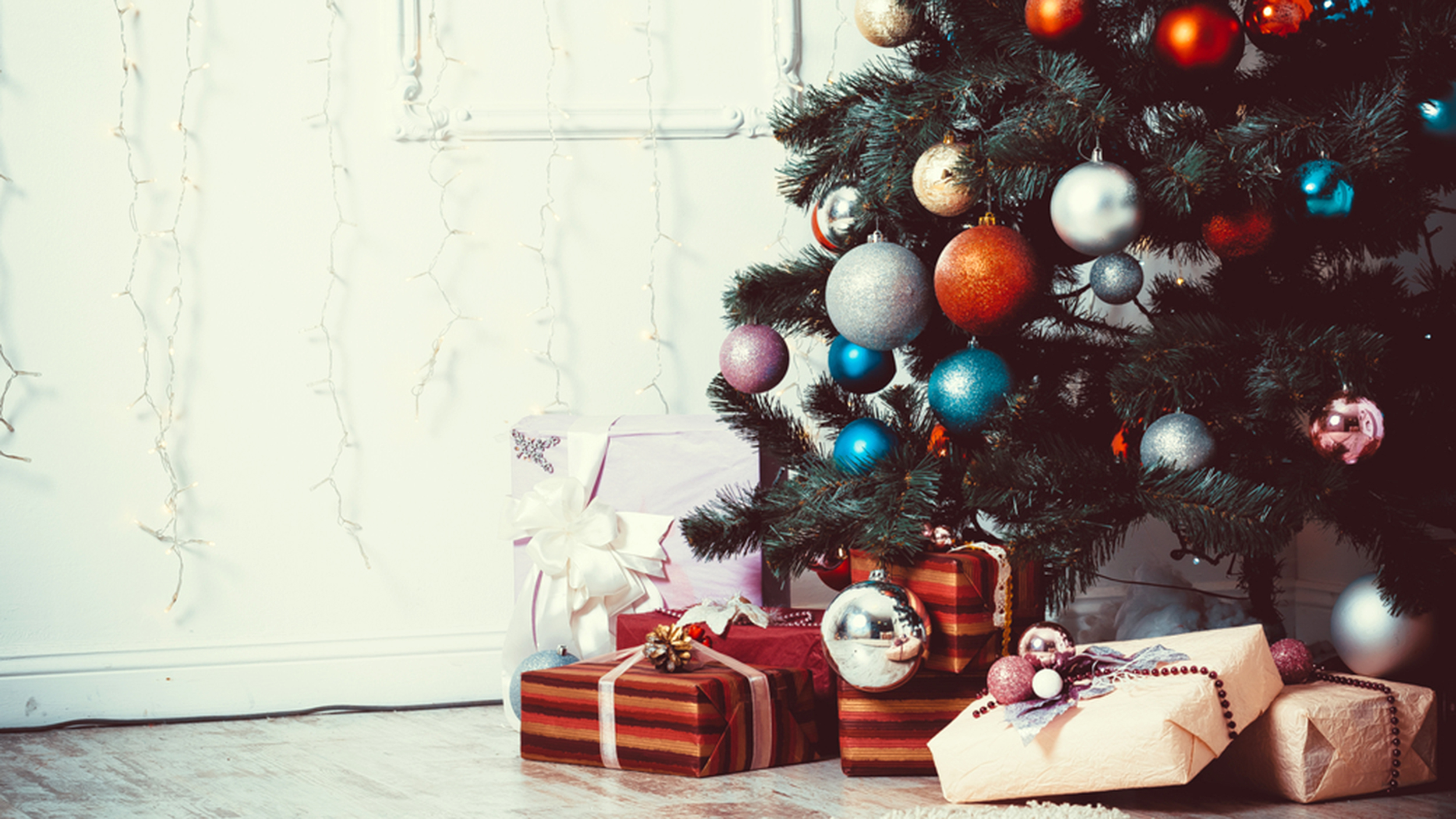 [Image: christmas-tree-presents-stock-today-1512...7bdae9.jpg]