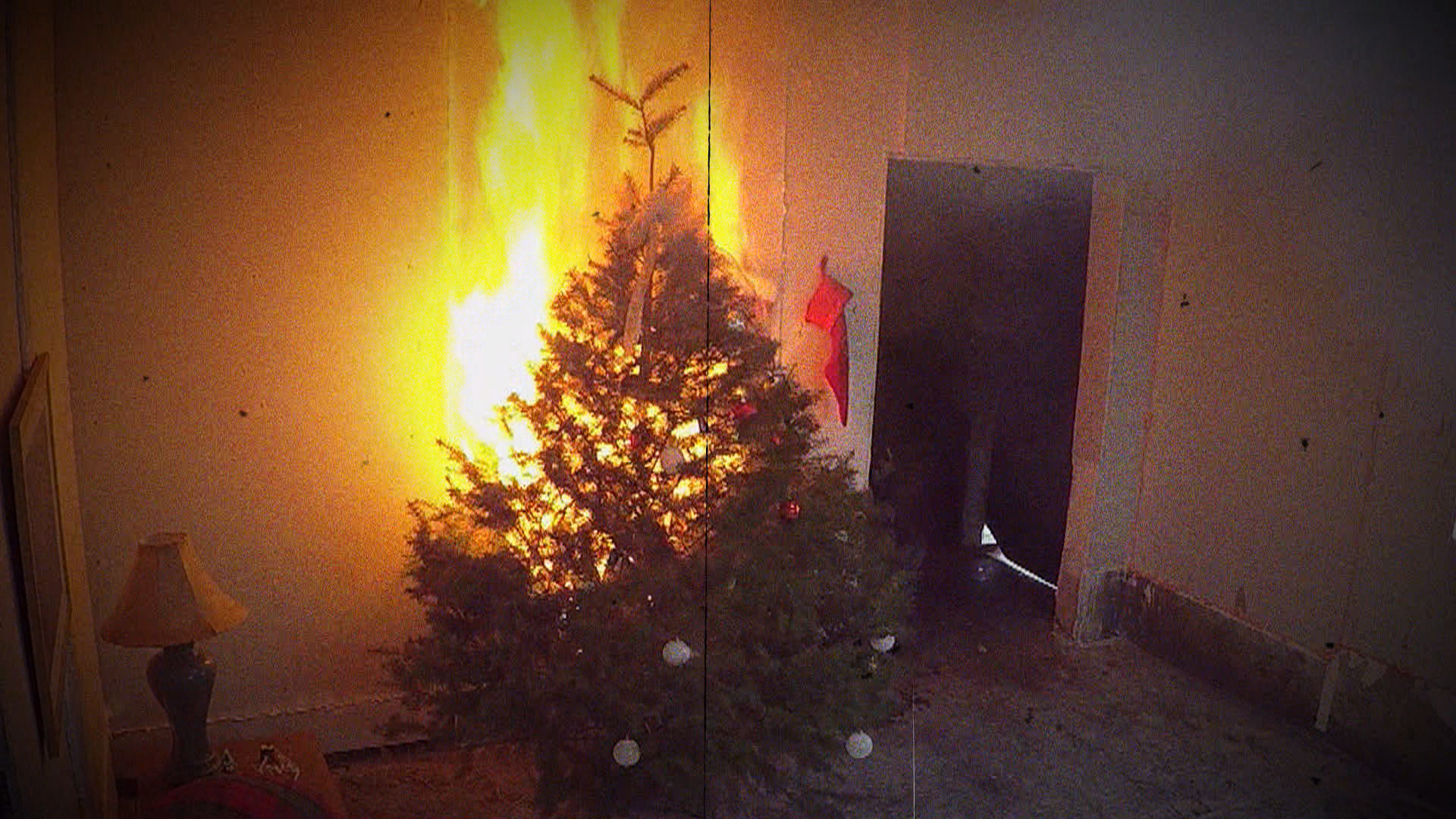 Christmas Tree On Fire.Christmas Tree Fires Simple Tips To Avoid Potentially