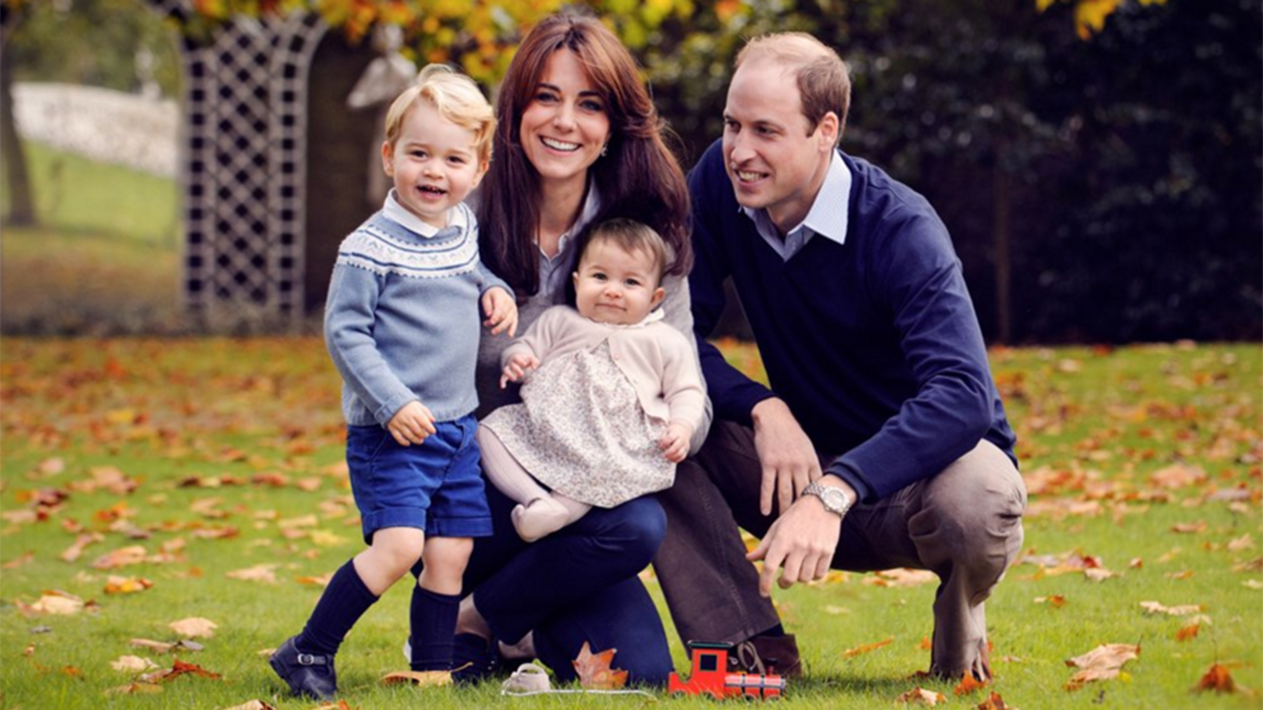 Royal family releases new Christmas portrait, announce George's ...