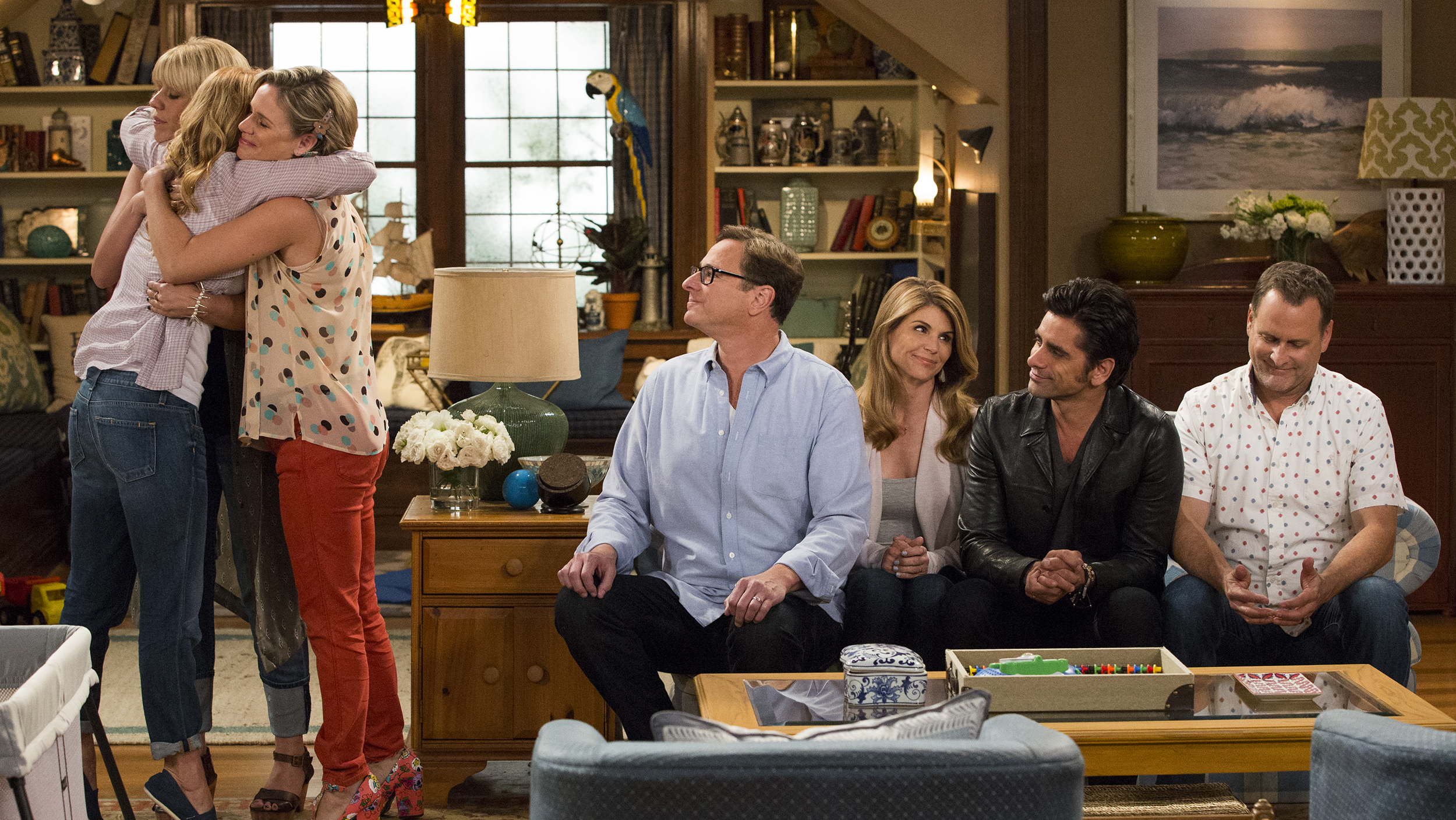 First Fuller House photos show Tanners reunited in Netflix