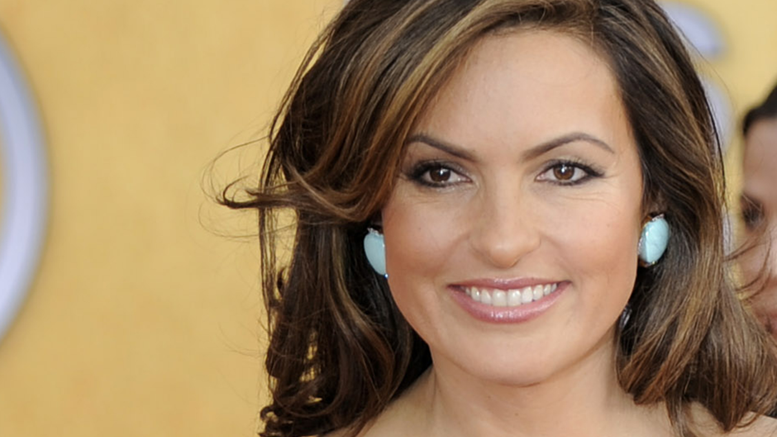 happy birthday, mariska hargitay! 5 times the 'law & order