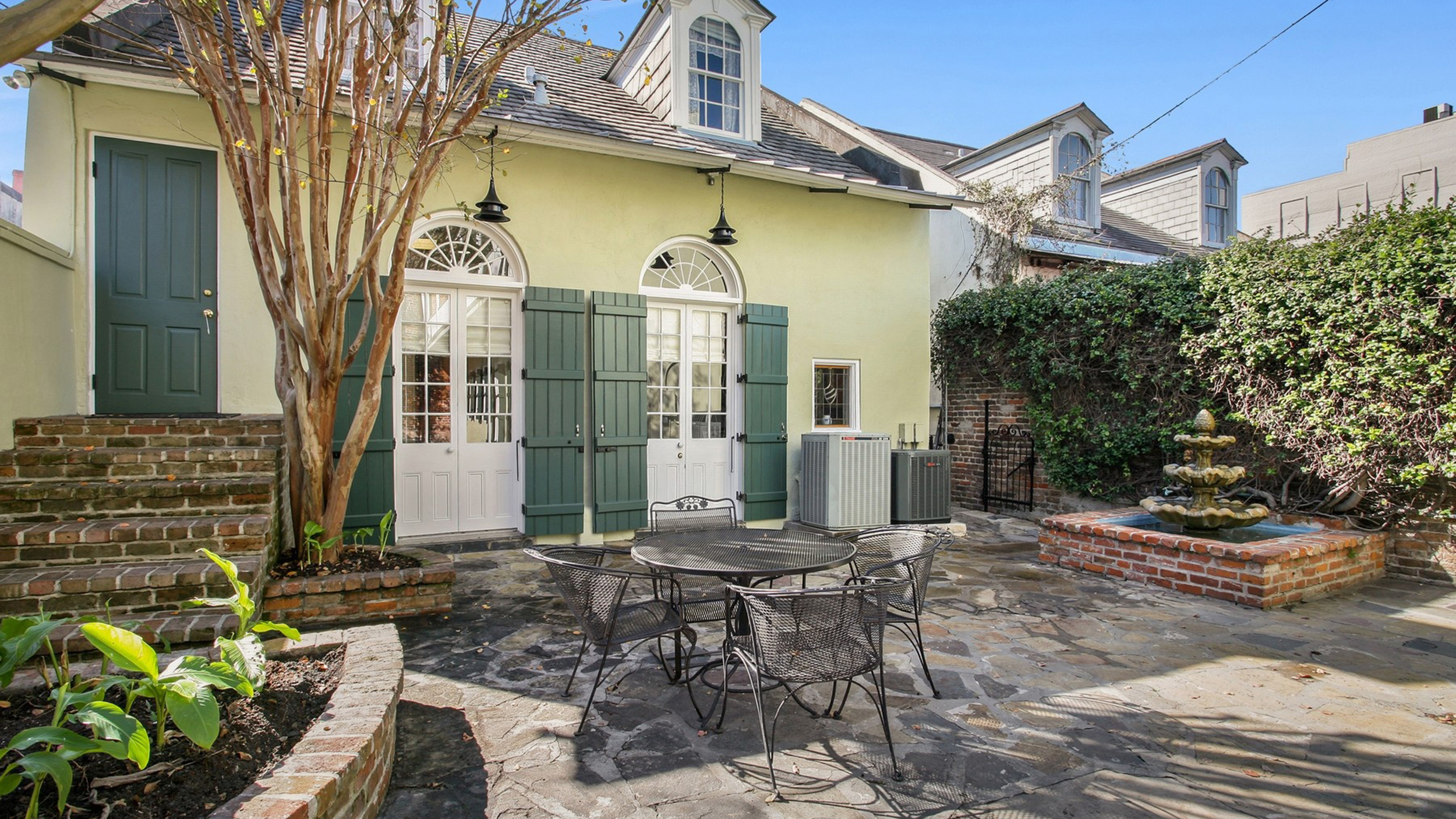 New Orleans Cottage From The 1800s Hits The Market