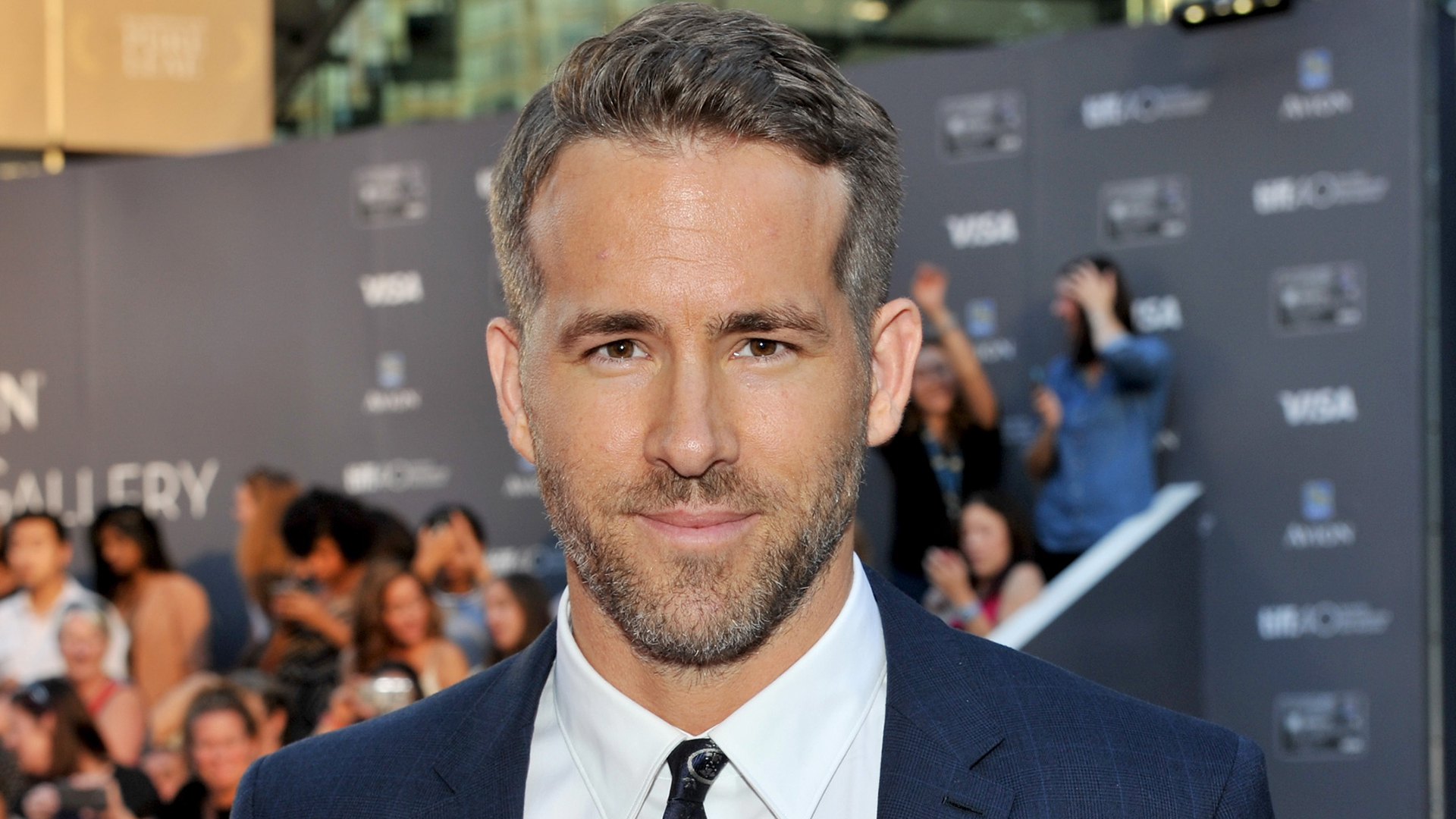 ryan reynolds opens up on fatherhood 39 lack of sleep and the hallucinations 39. Black Bedroom Furniture Sets. Home Design Ideas