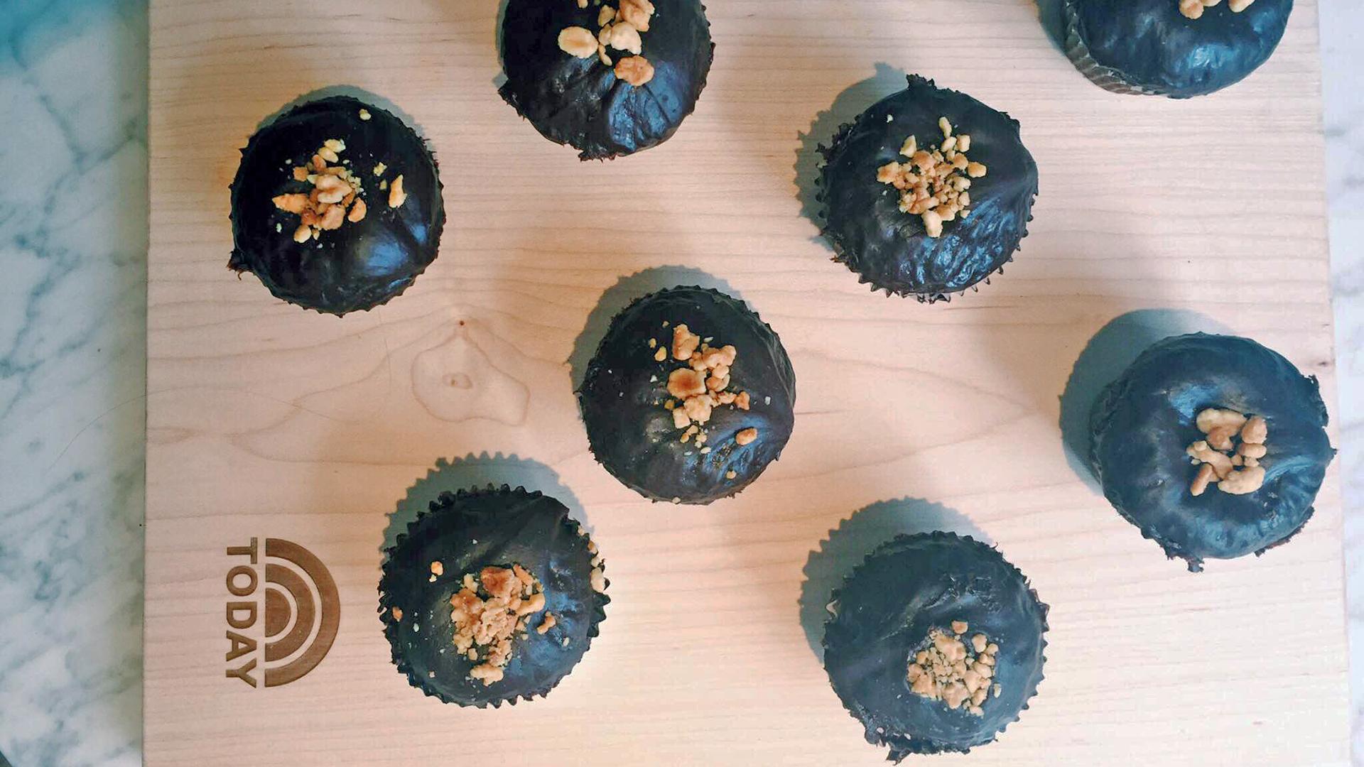 Vegan Chocolate Cupcakes with Chocolate-Peanut Butter Ganache ...