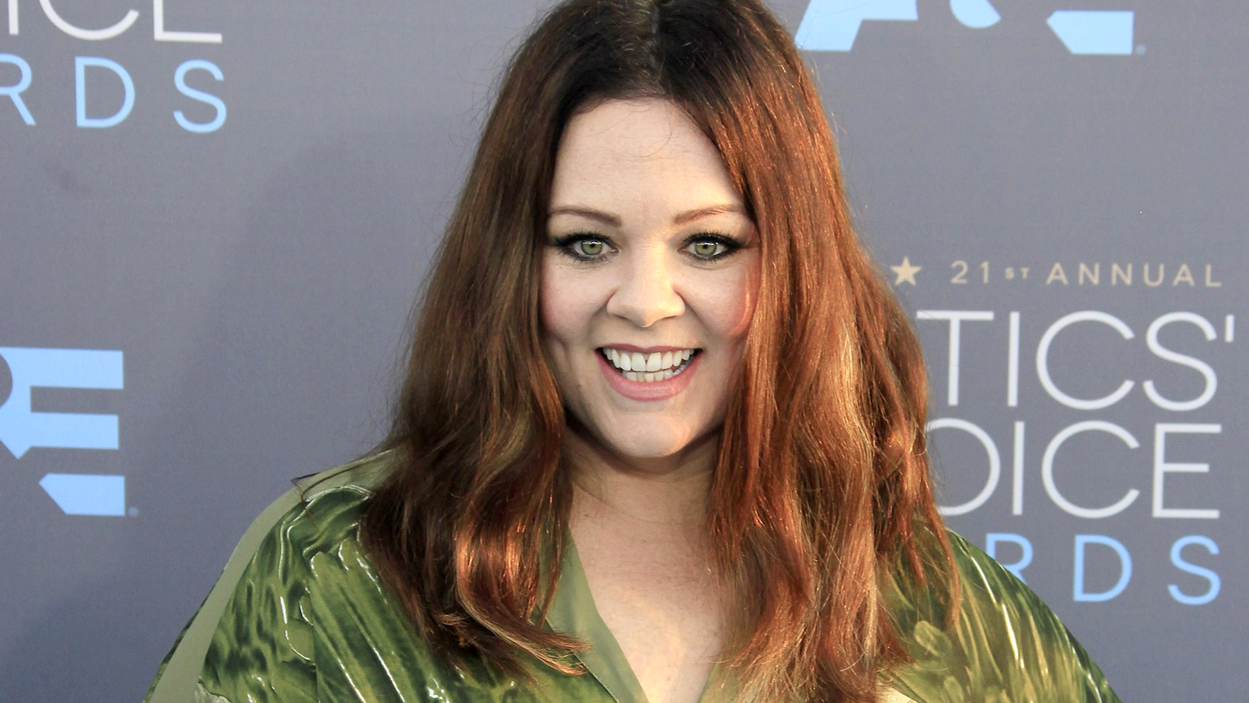 Melissa Mccarthy Joins Hollywood S Short Hair Club With