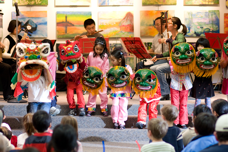 celebrating chinese new year in america essay People buy new year food and snacks, new year decorations, and clothes for new year before new year's eve chinese new year, like christmas in china, is a shopping boom time  chinese people may be thrifty most of the time, but they seem quite generous in their spending during their traditional festivals.