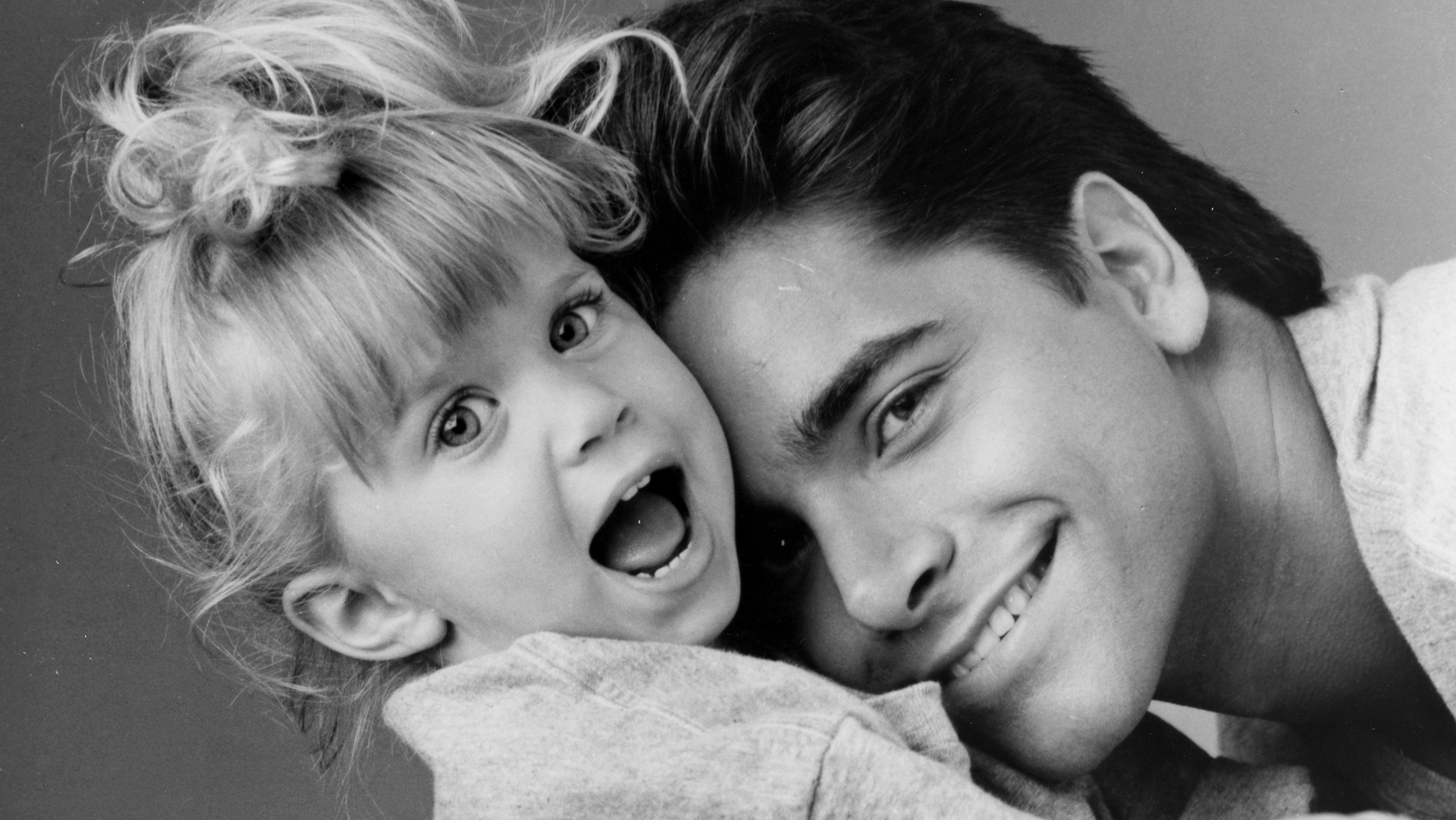 John Stamos s knocked around by Olsen twins in adorable