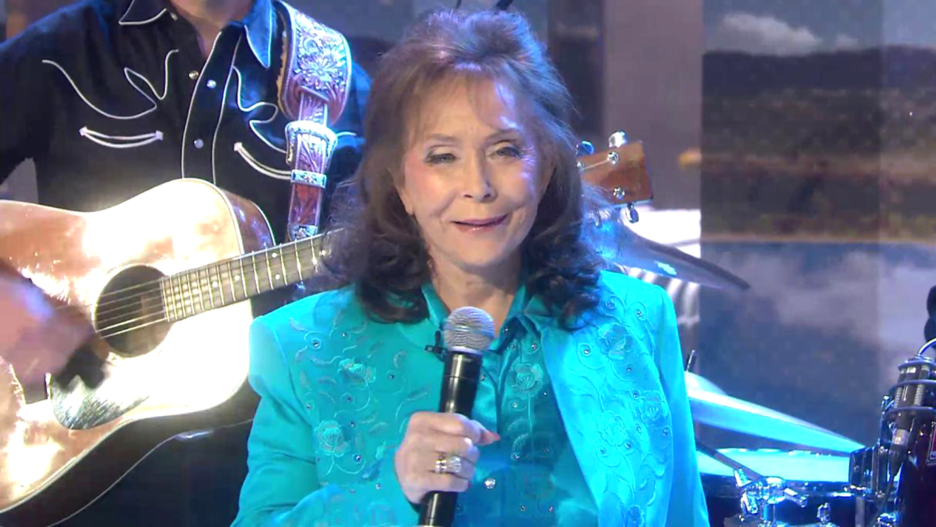 Loretta Lynn Performs Everybody Wants To Go To Heaven On