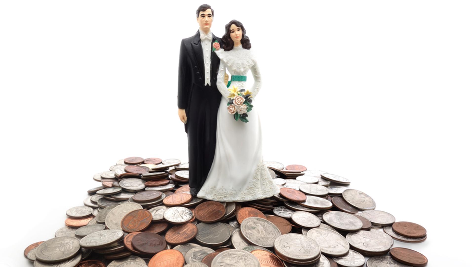 How To Stick To Your Wedding Budget: WeddingWire Study