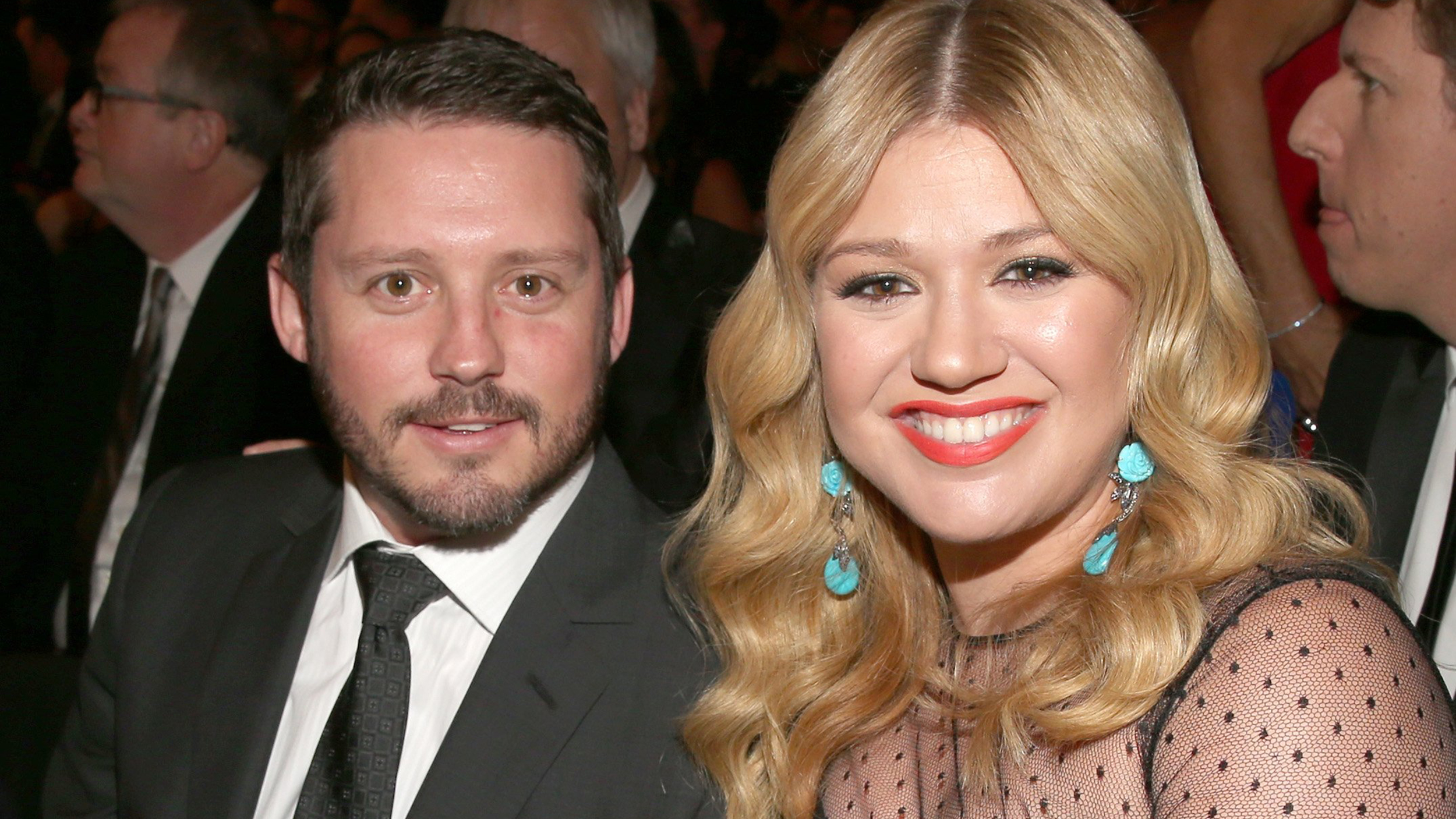 kelly clarkson opens up about her dad praises husband as