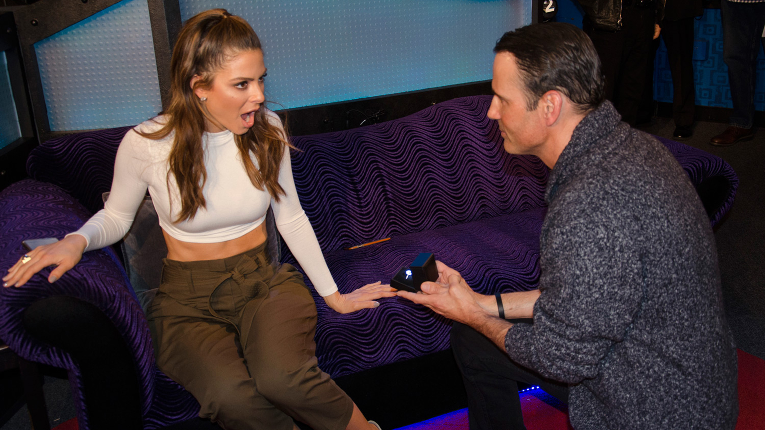 Maria menounos keven undergaro get engaged on howard for Stern gartenmobel 2016