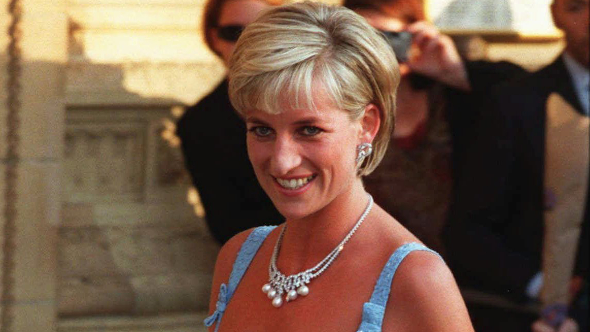 princess diana and her death The death of princess diana was immediately followed by an unprecedented outpouring of grief from all over the world her funeral was held in london, five days after her death.