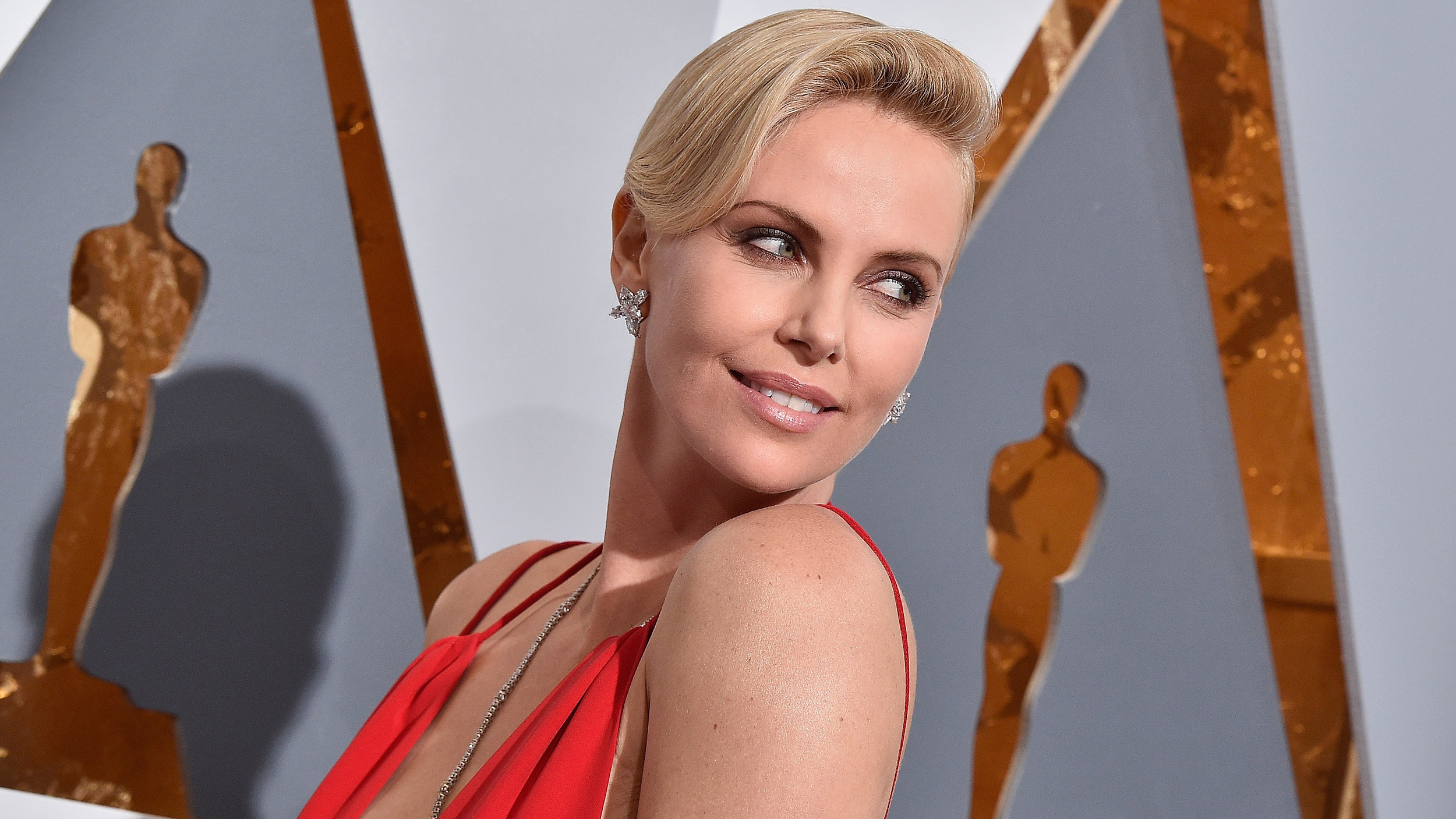 Is Charlize Theron Dating Seth Macfarlane 8 The Superficial