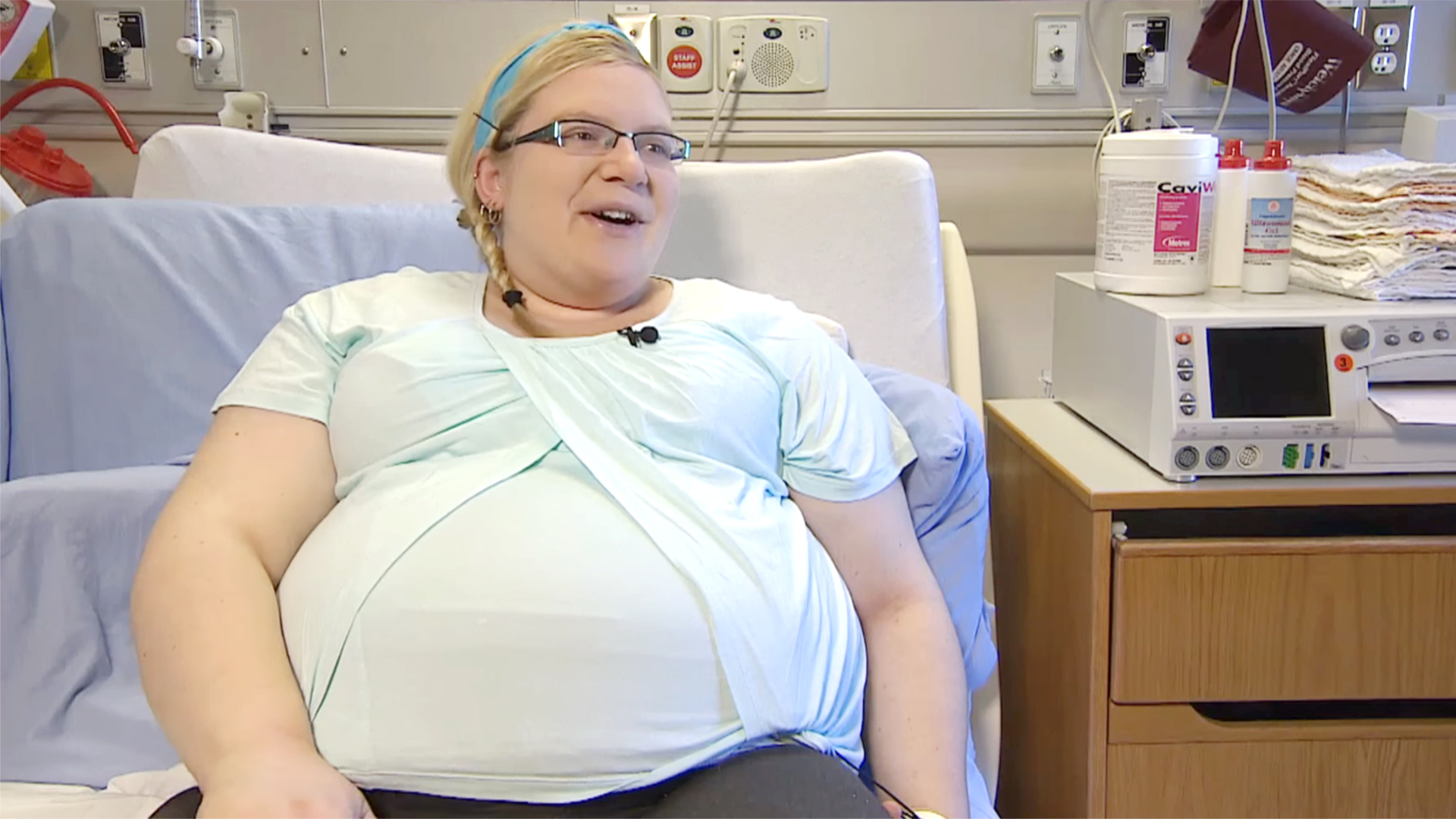 Woman pregnant with quadruplets ... - Daily Mail Online