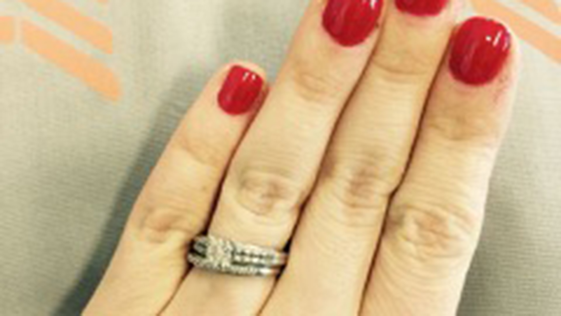 Woman defends 39tiny39 wedding ring in powerful facebook for Tiny wedding ring