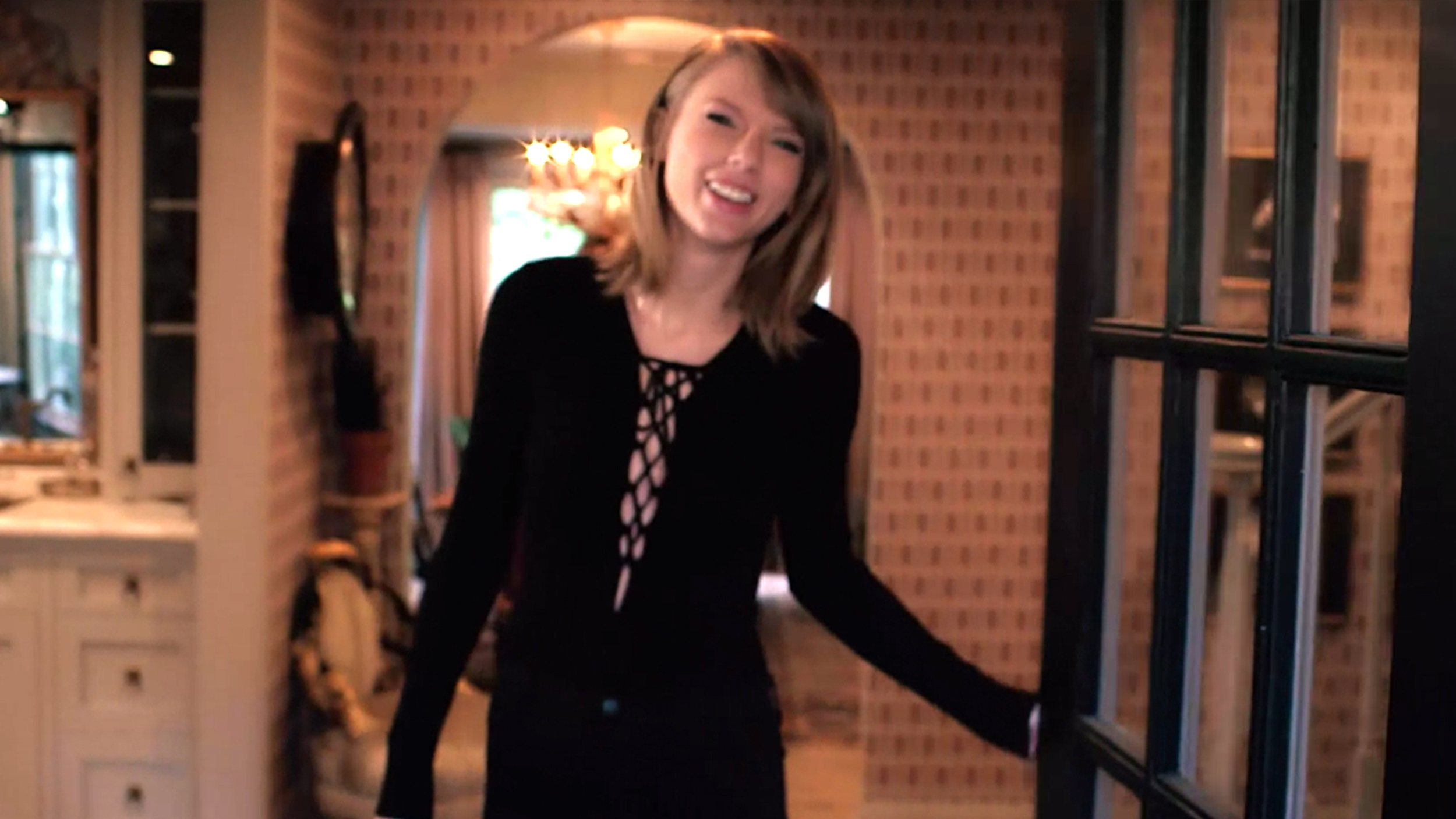 taylor swift gives tour of her california home while