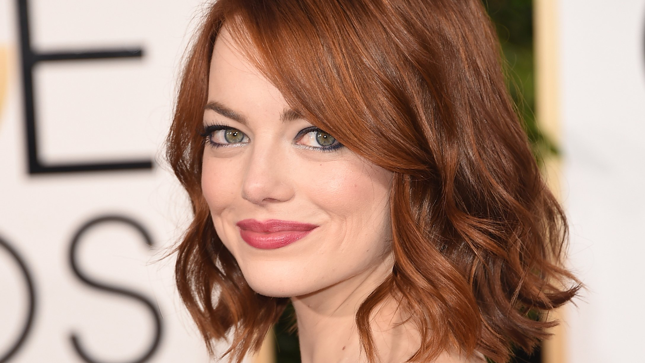Emma Stone's hair isn't red: See her new dark hair, blunt ...