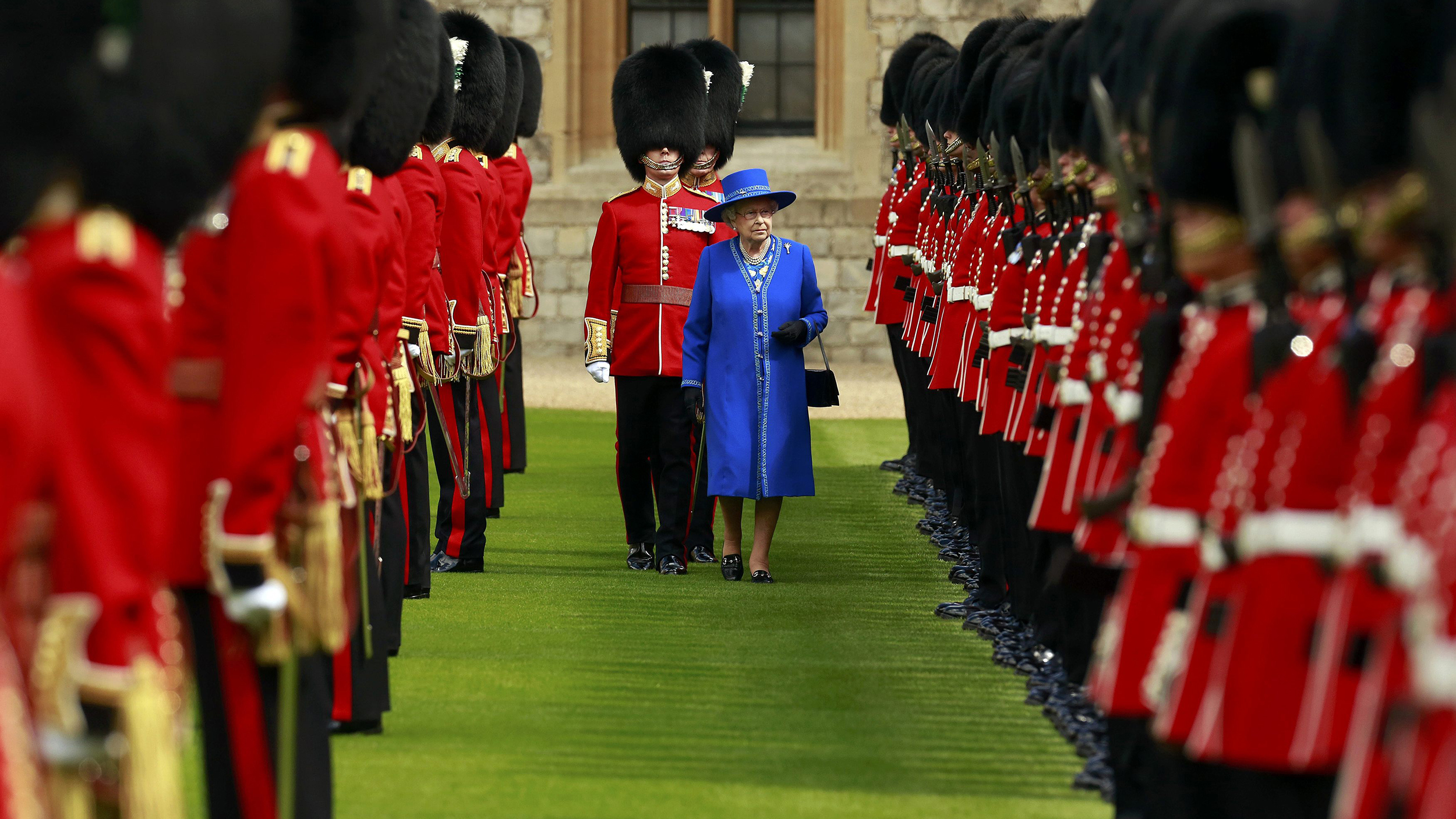 Night lights queens walk london - A Royals Themed London Trip Celebrate The Queen S 90th Birthday In Style Today Com