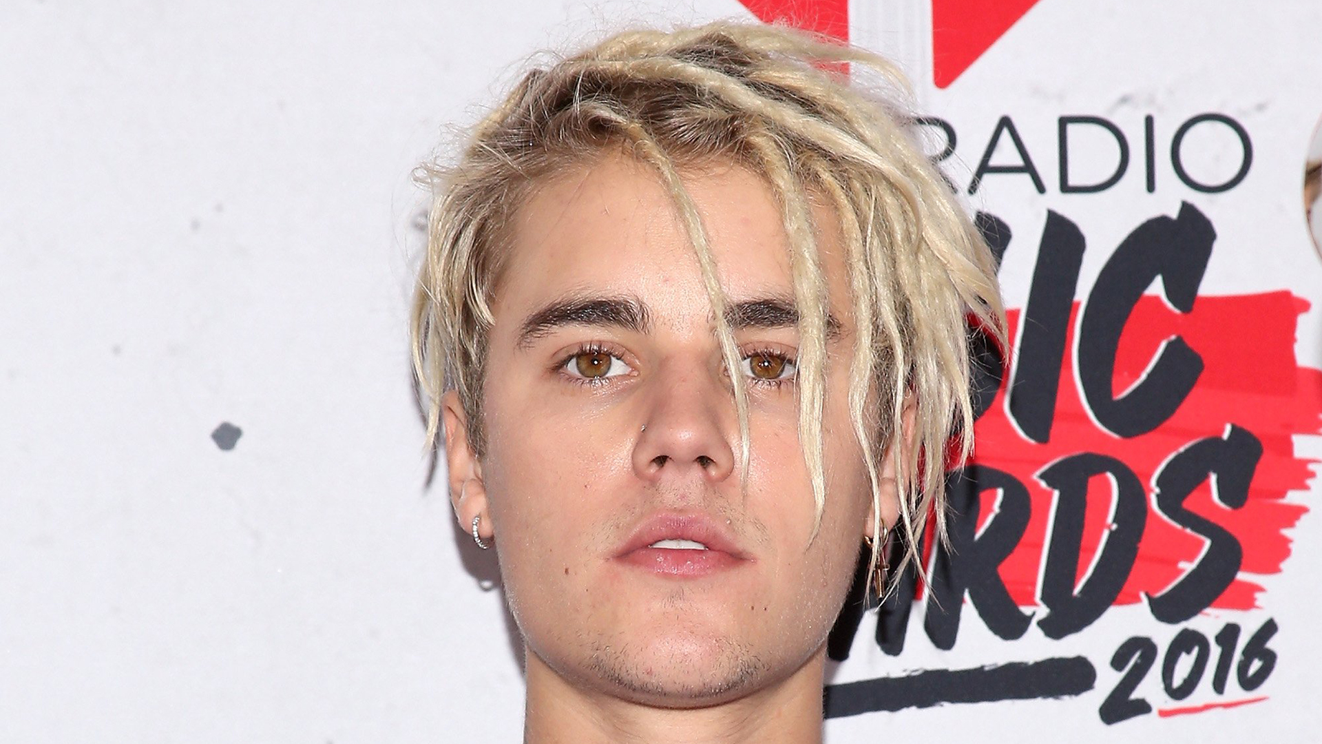 Justin Bieber ditches dreadlocks, sports freshly shaved head - TODAY ...