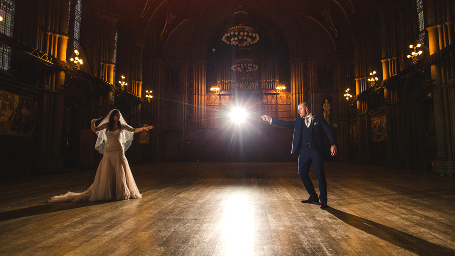 4c899d84 'Harry Potter'-themed wedding charms fans and skeptics with magical setting