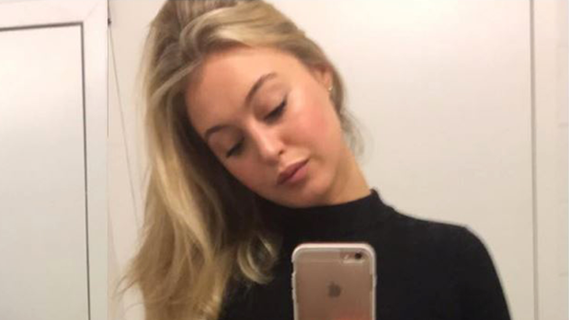 Miley Cyrus Posts A Naked Selfie Before The MTV EMAs