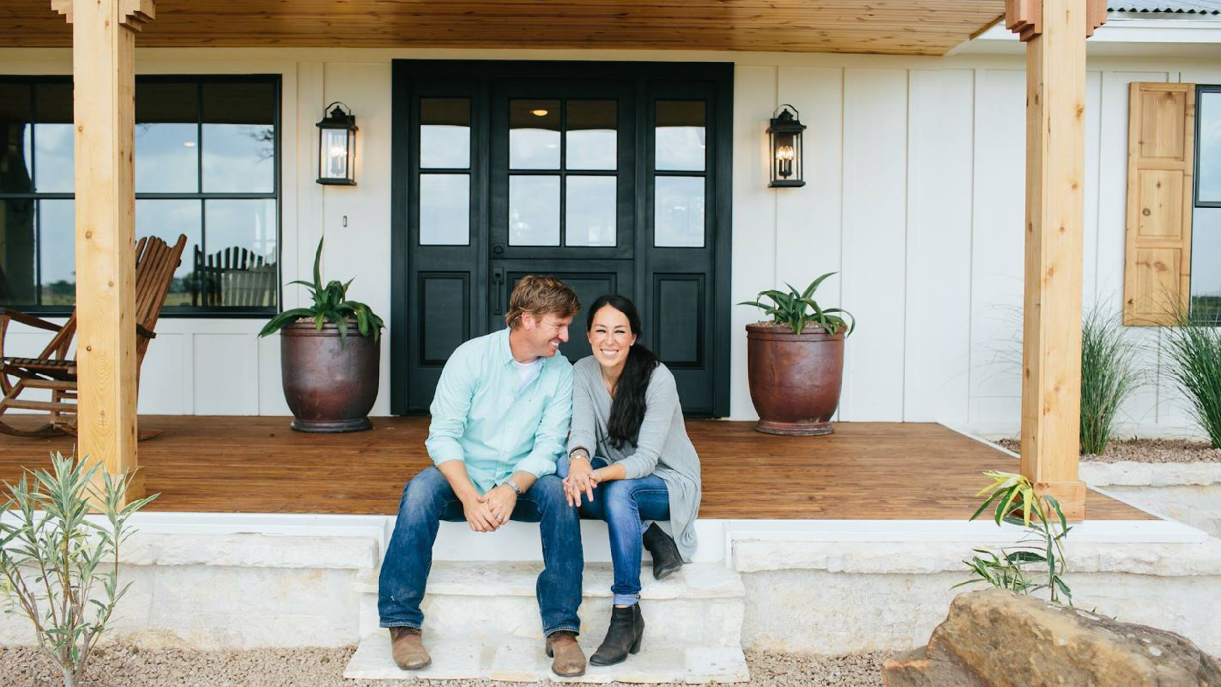 joanna gaines from 39 fixer upper 39 spills secrets about season 4. Black Bedroom Furniture Sets. Home Design Ideas