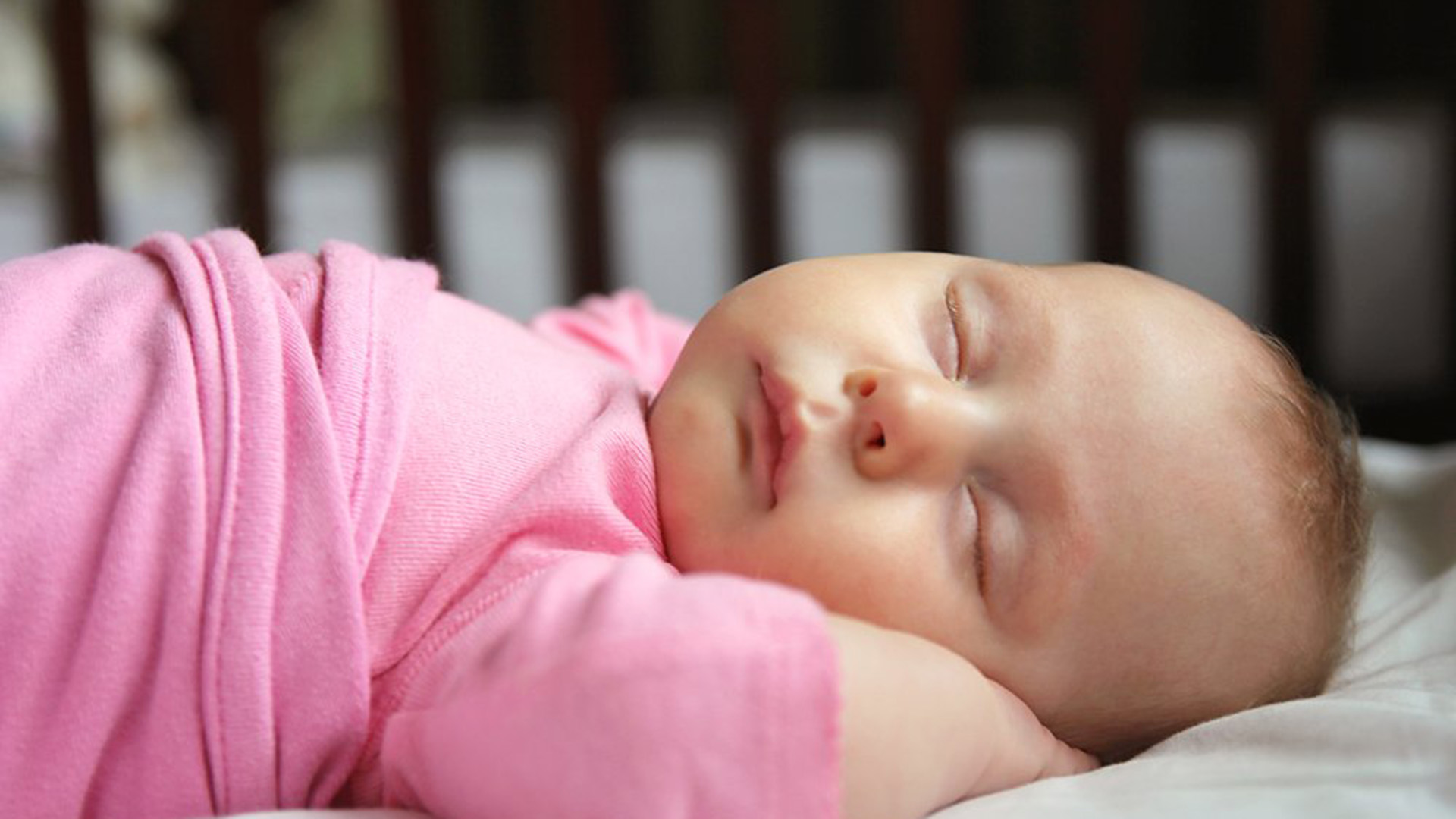 Is it ever OK to leave a sleeping baby home alone? Parents split ...