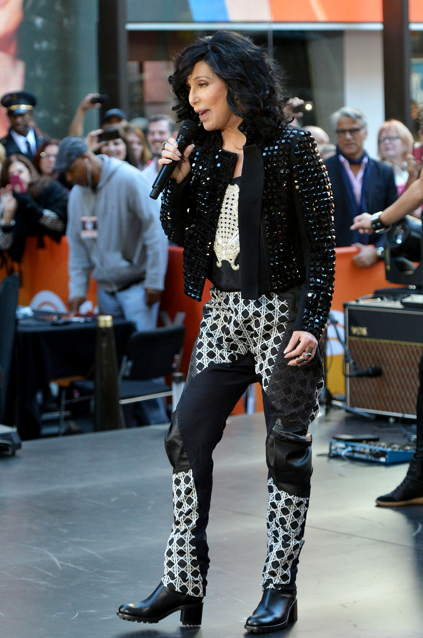 See Cher S Style Evolution From Hippie Ingenue To Fashion Icon